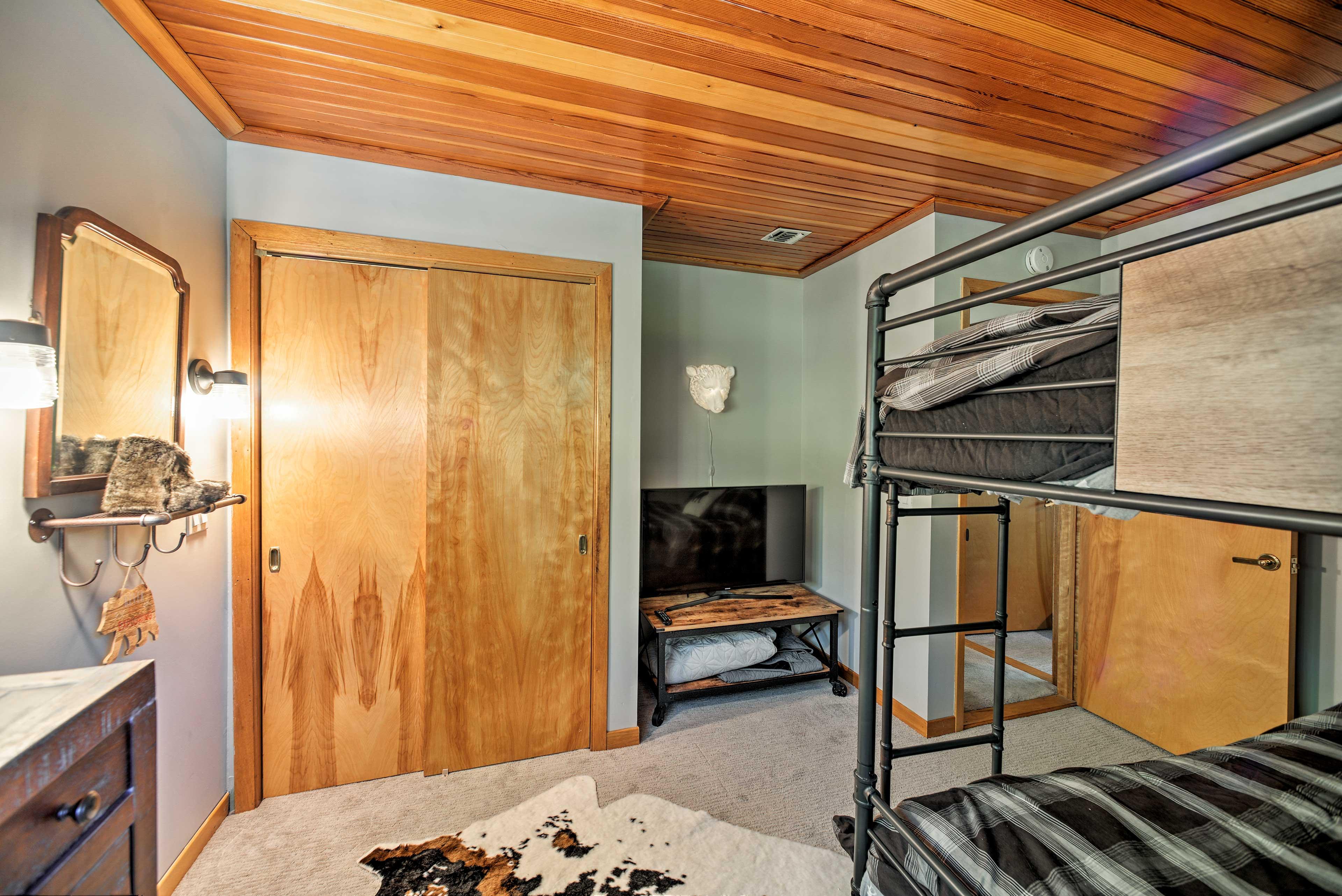 Bedroom 5 | Smart TV