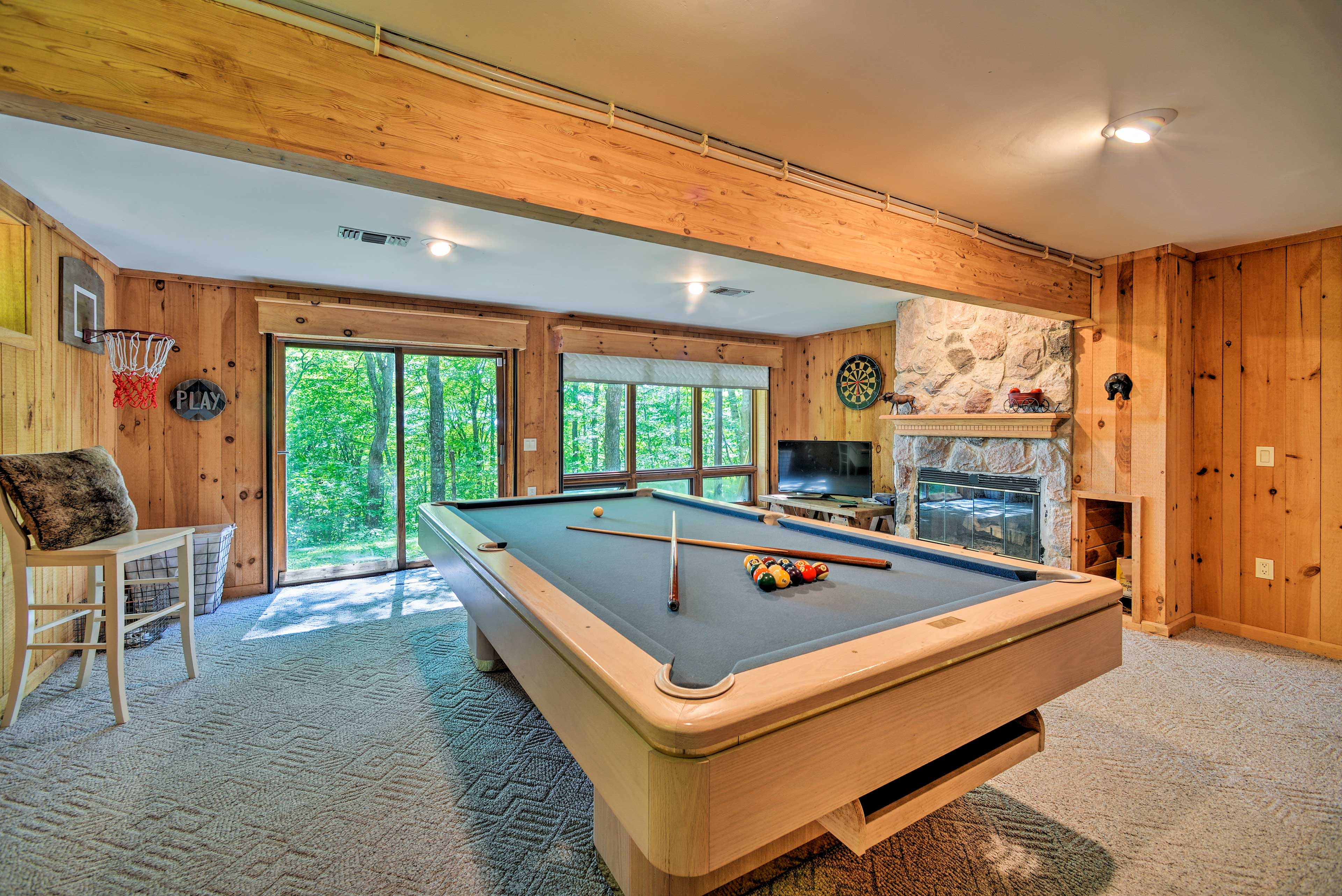 Game Room | Fireplace | Smart TV