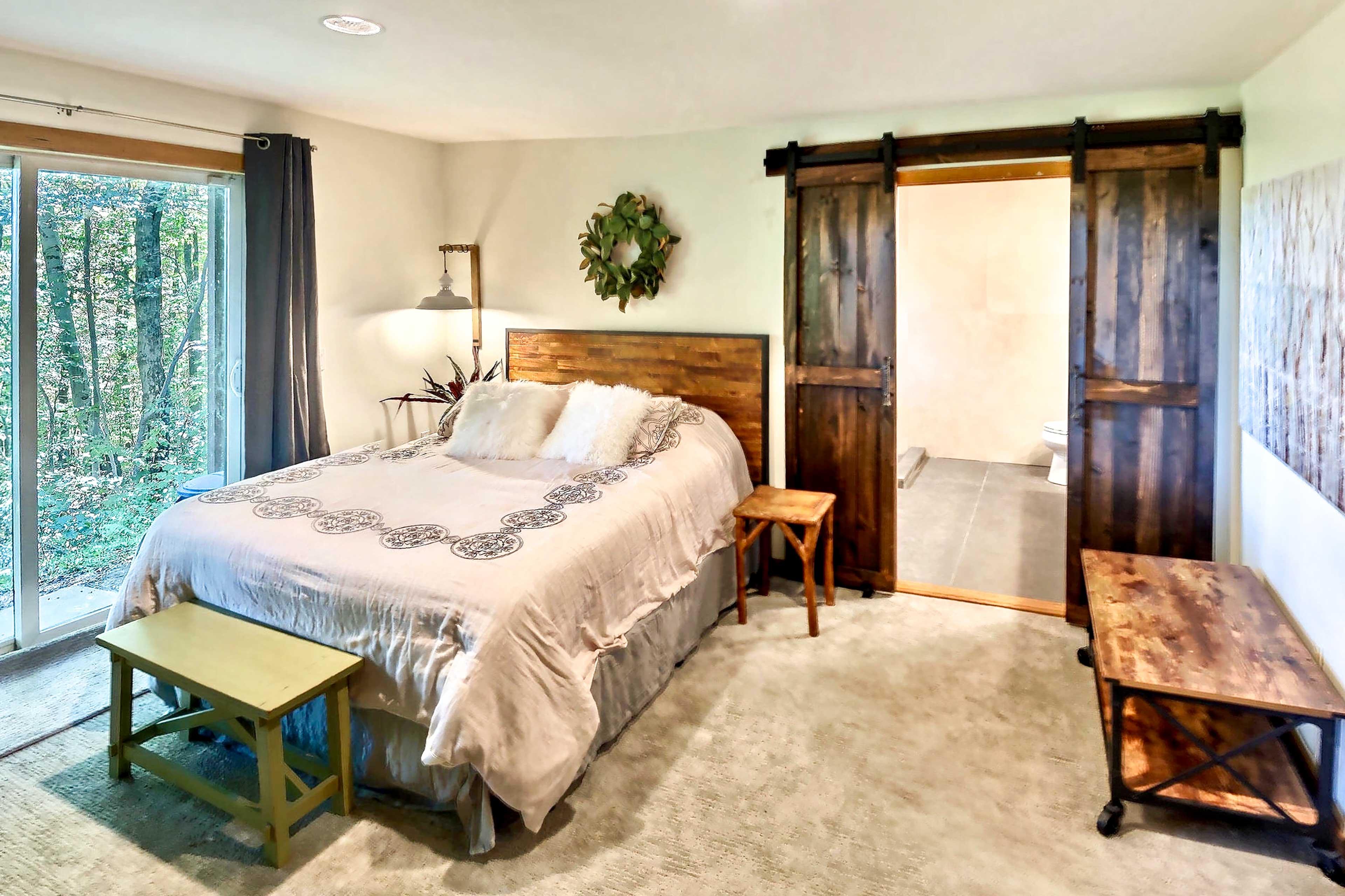Bedroom 2 (Suite) | Fireplace | Queen Bed