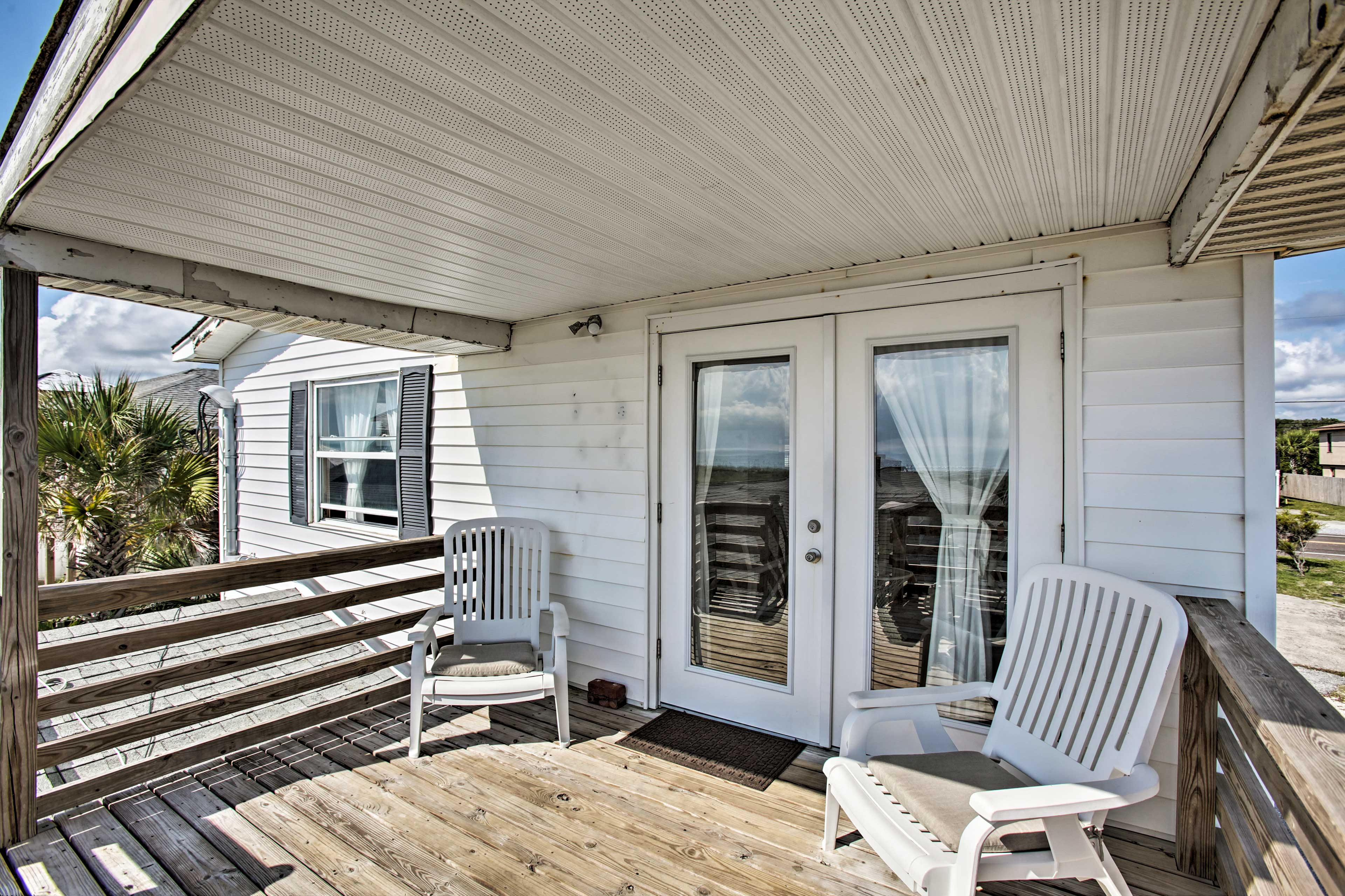 This incredible cottage boasts a deck with ocean views!