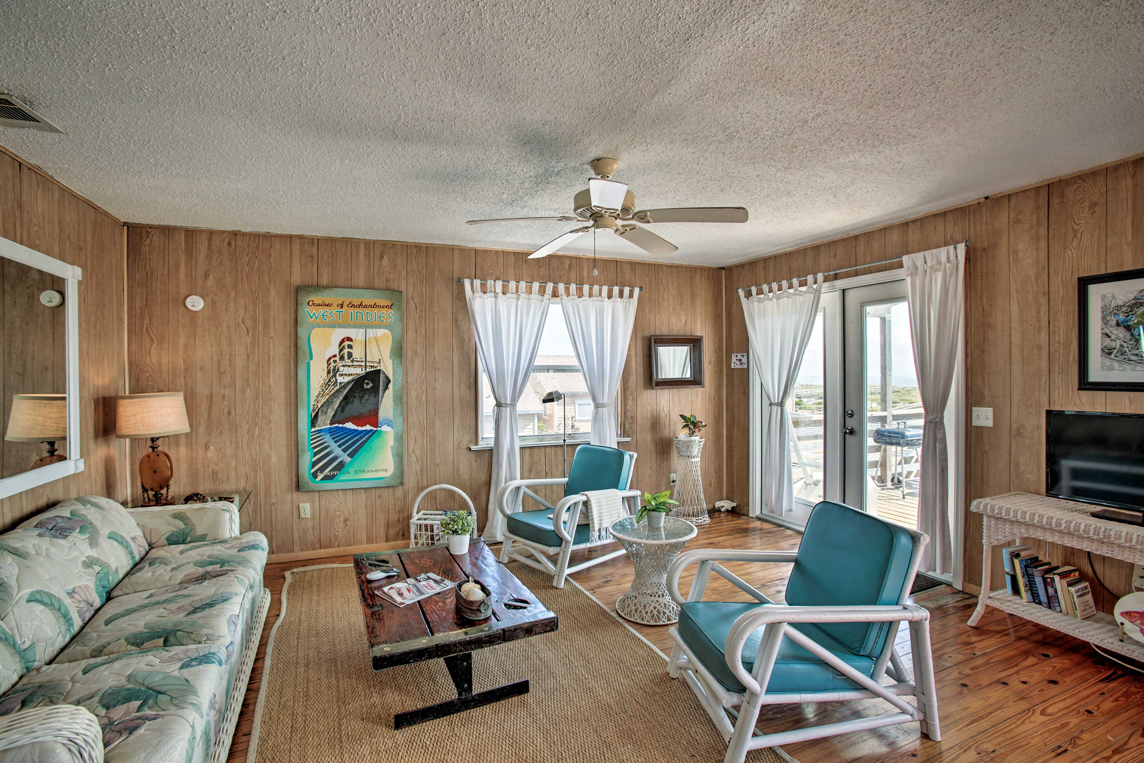 With 2 bedrooms & 1 bathroom this vacation rental can comfortably sleep up to 6.