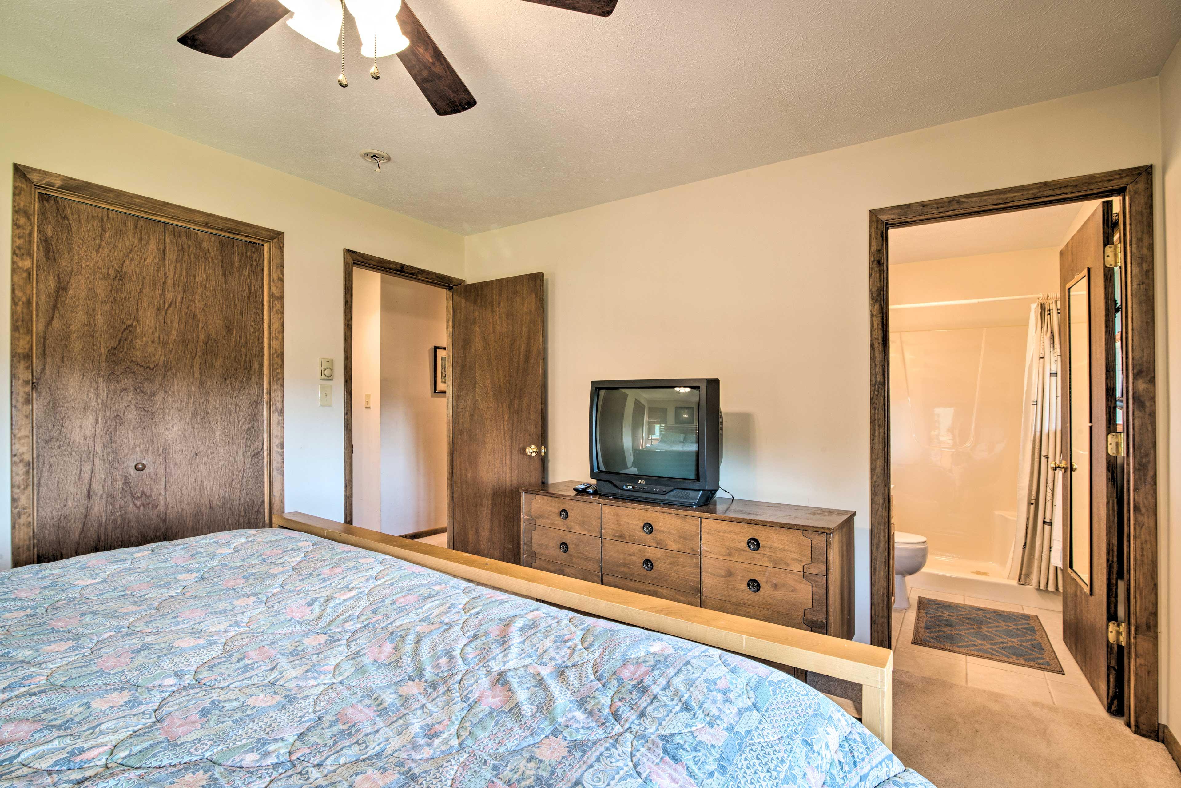 The master bedroom sleeps 2 and has an en-suite bathroom.