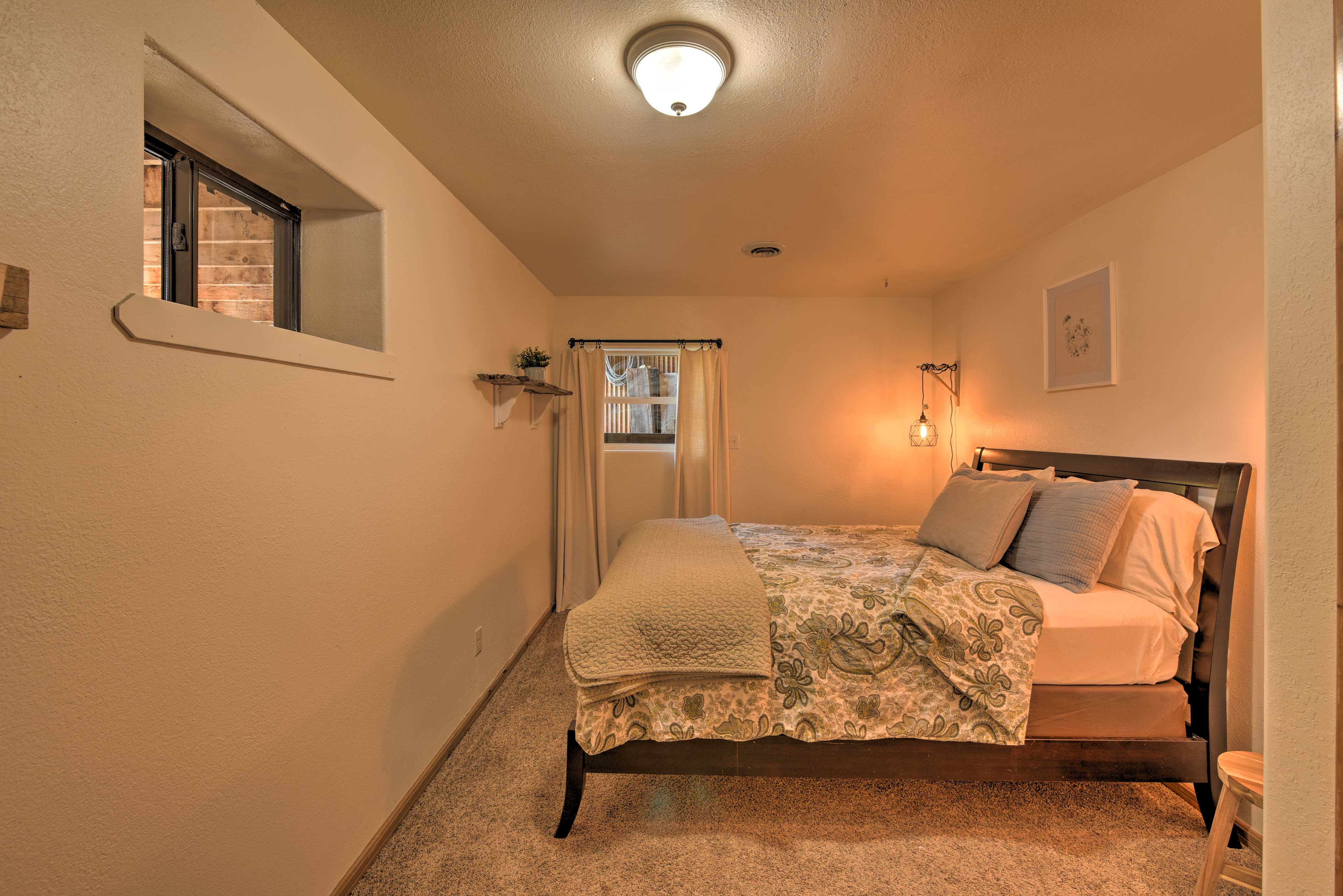 Third Bedroom | Queen Bed | Steps Required