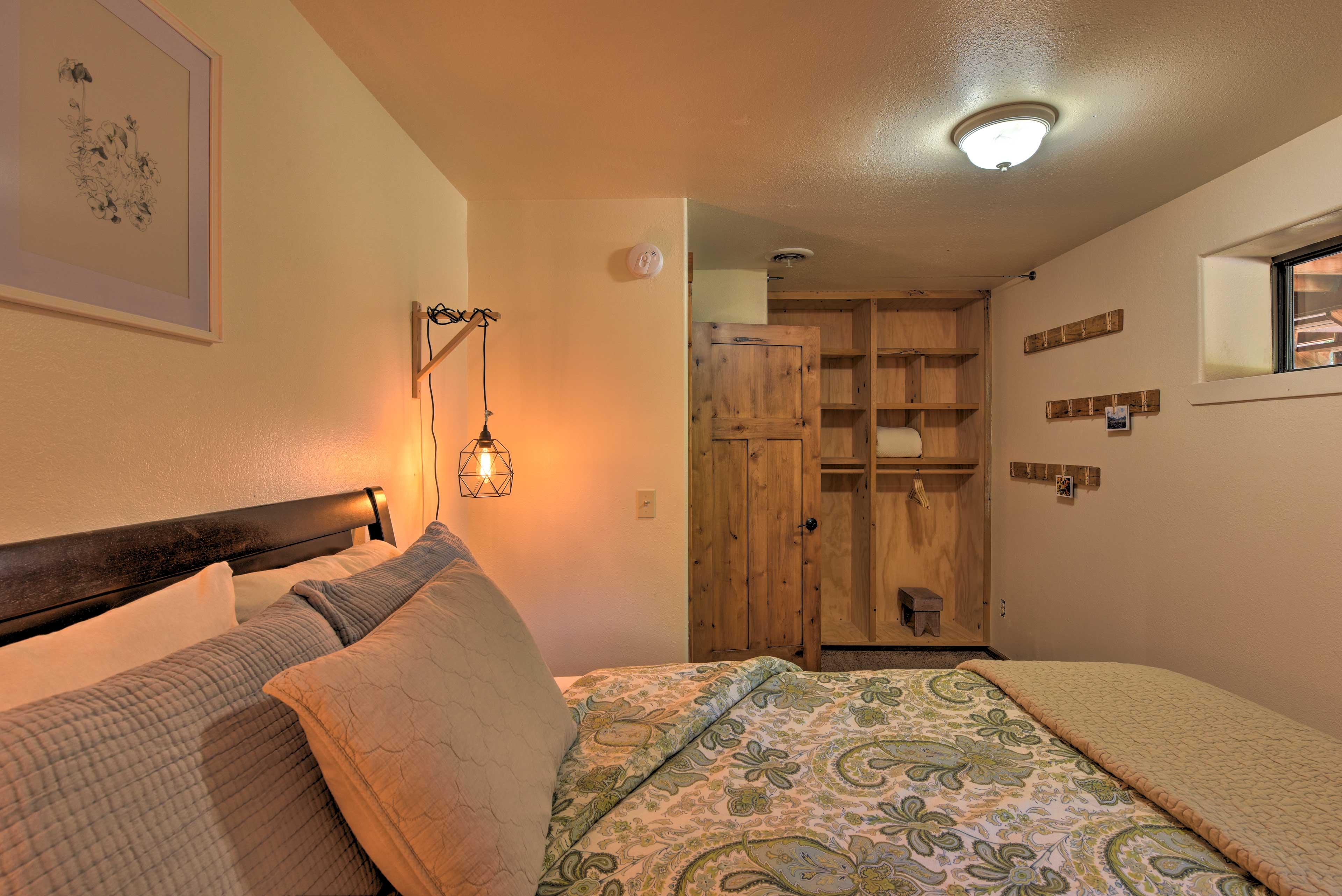 Third Bedroom | Built-In Shelves