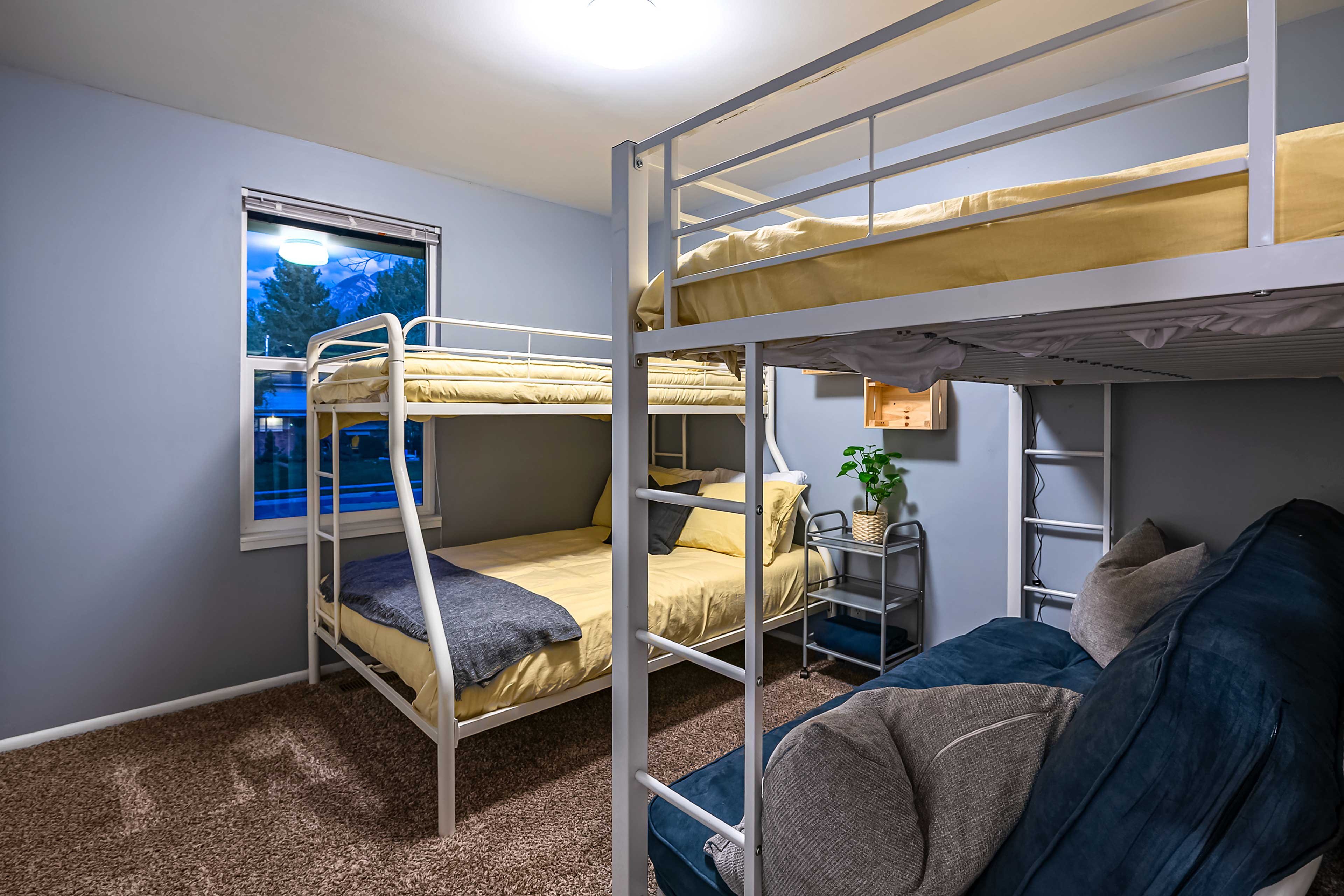 Two twin/full bunk beds sleep 6 guests.