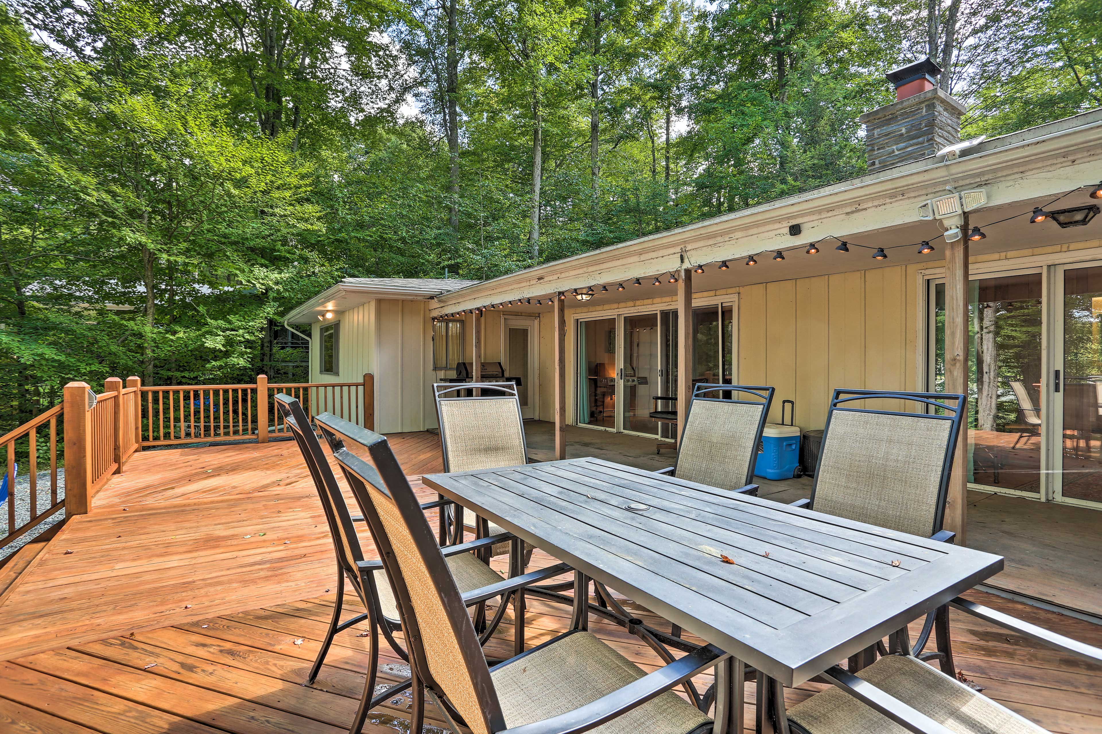 Take the meal outdoors to enjoy family time during your stay in Pocono Lake!