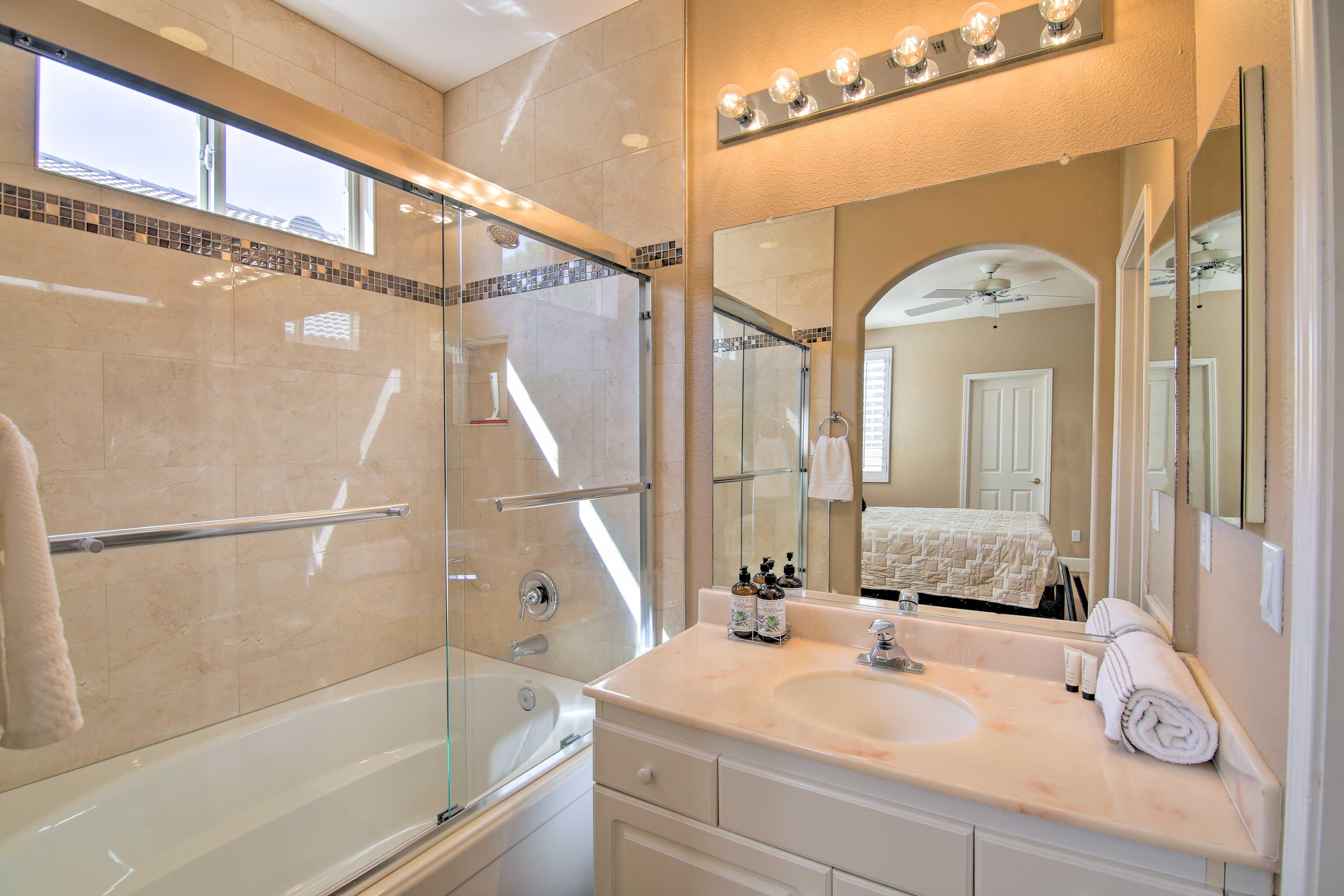 Full Bathroom   Towels Provided   Shower/Tub Combo