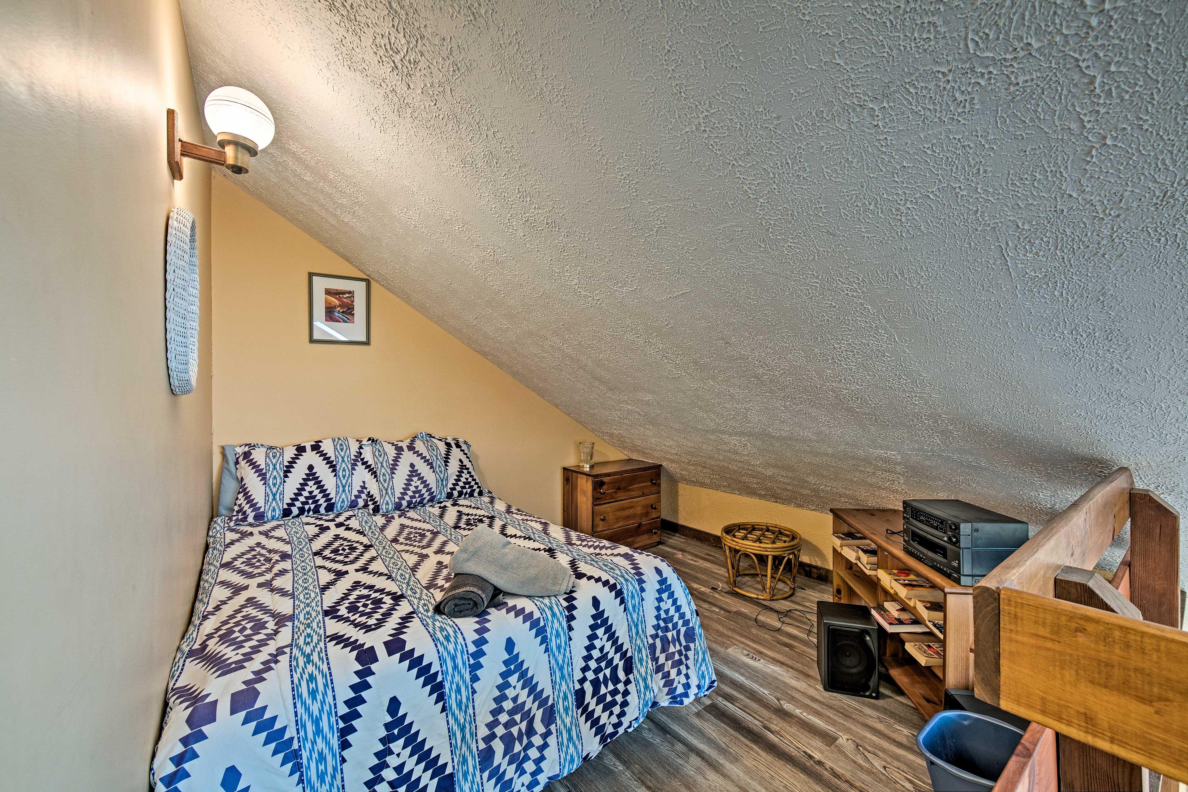Loft   Full Bed   2nd Floor