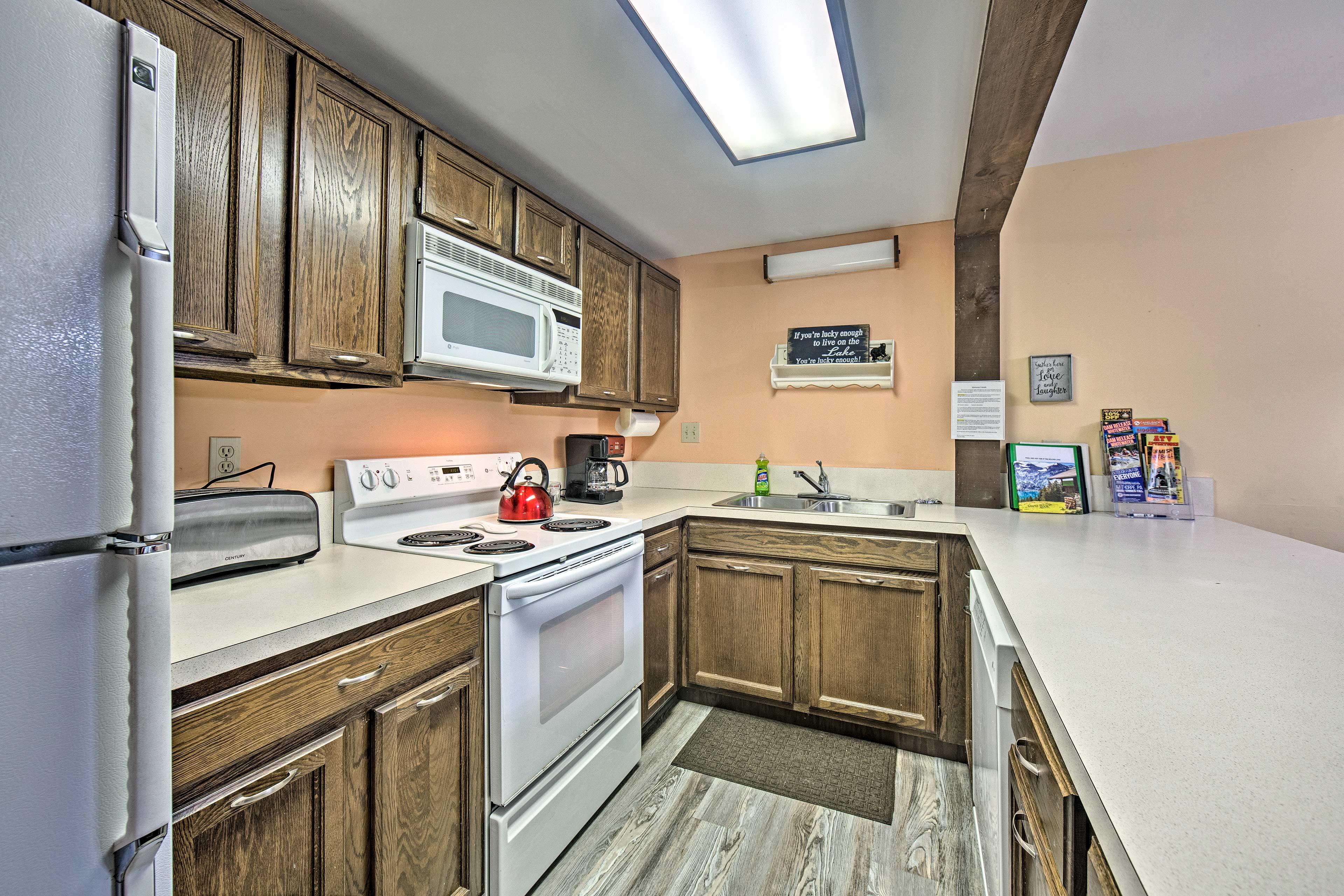 Kitchen   Dishware/Flatware   Pots/Pans