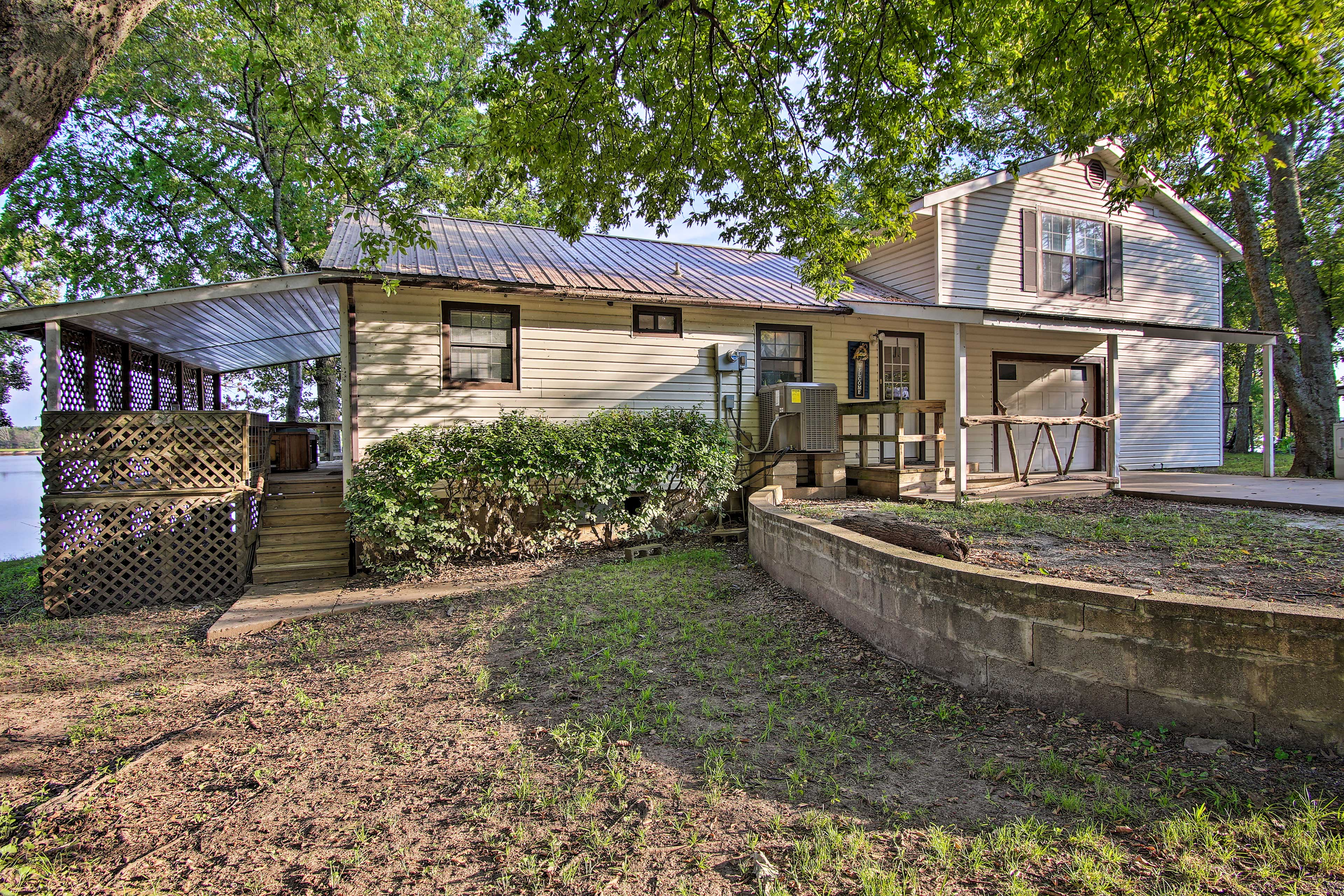 Call this charming vacation rental your home base for experiencing Grand Lake!