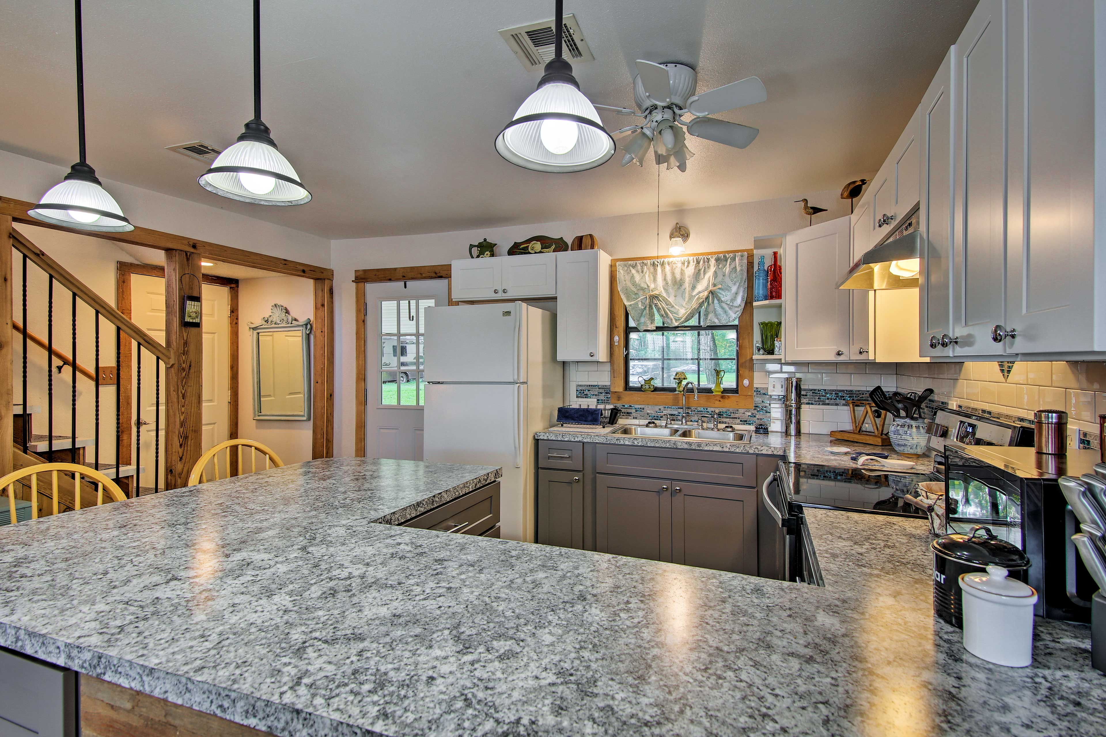 Pack a lunch for a day on the water on the large countertops.