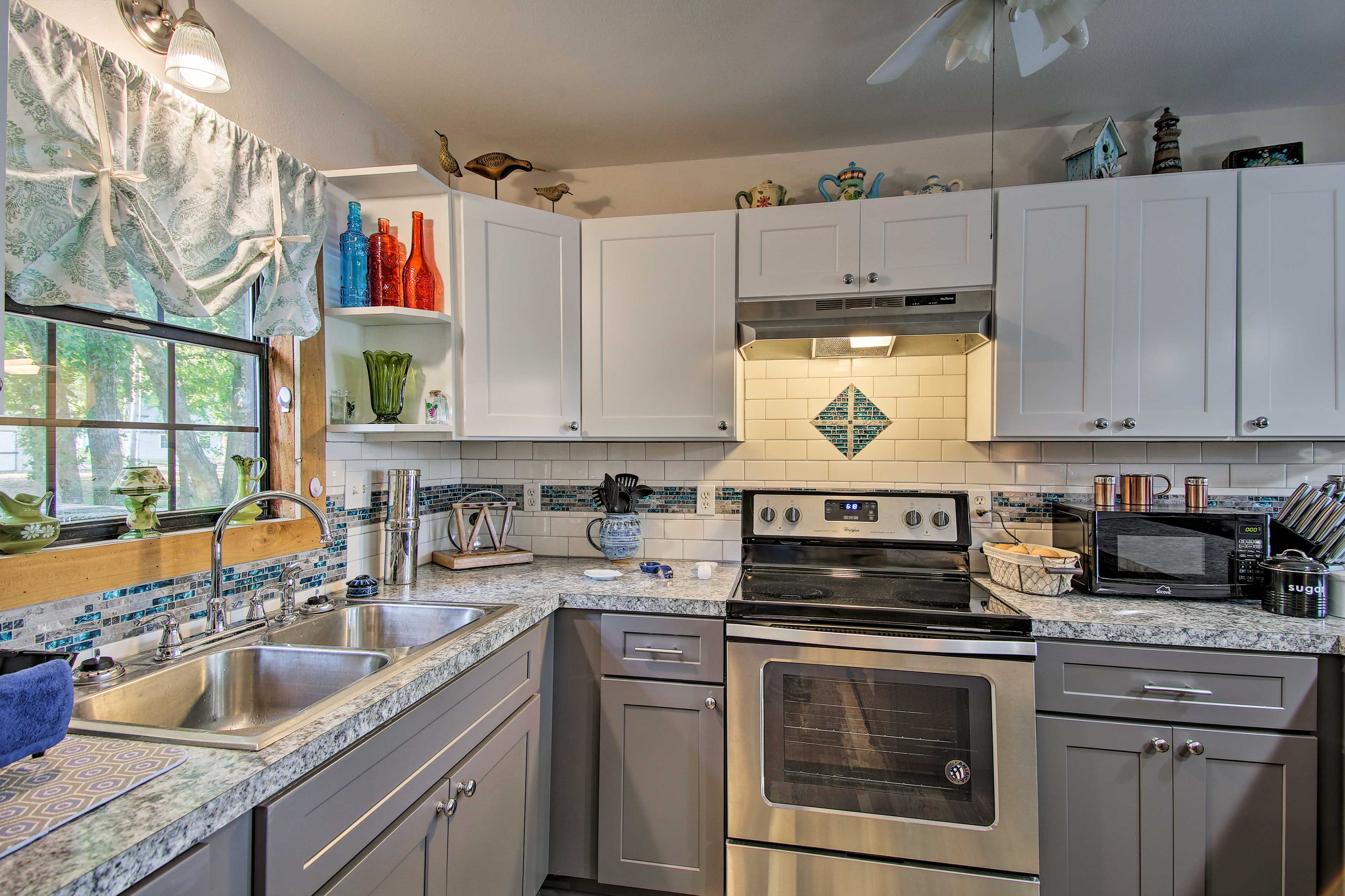 The well-equipped kitchen features a stove/oven, microwave, and refrigerator.