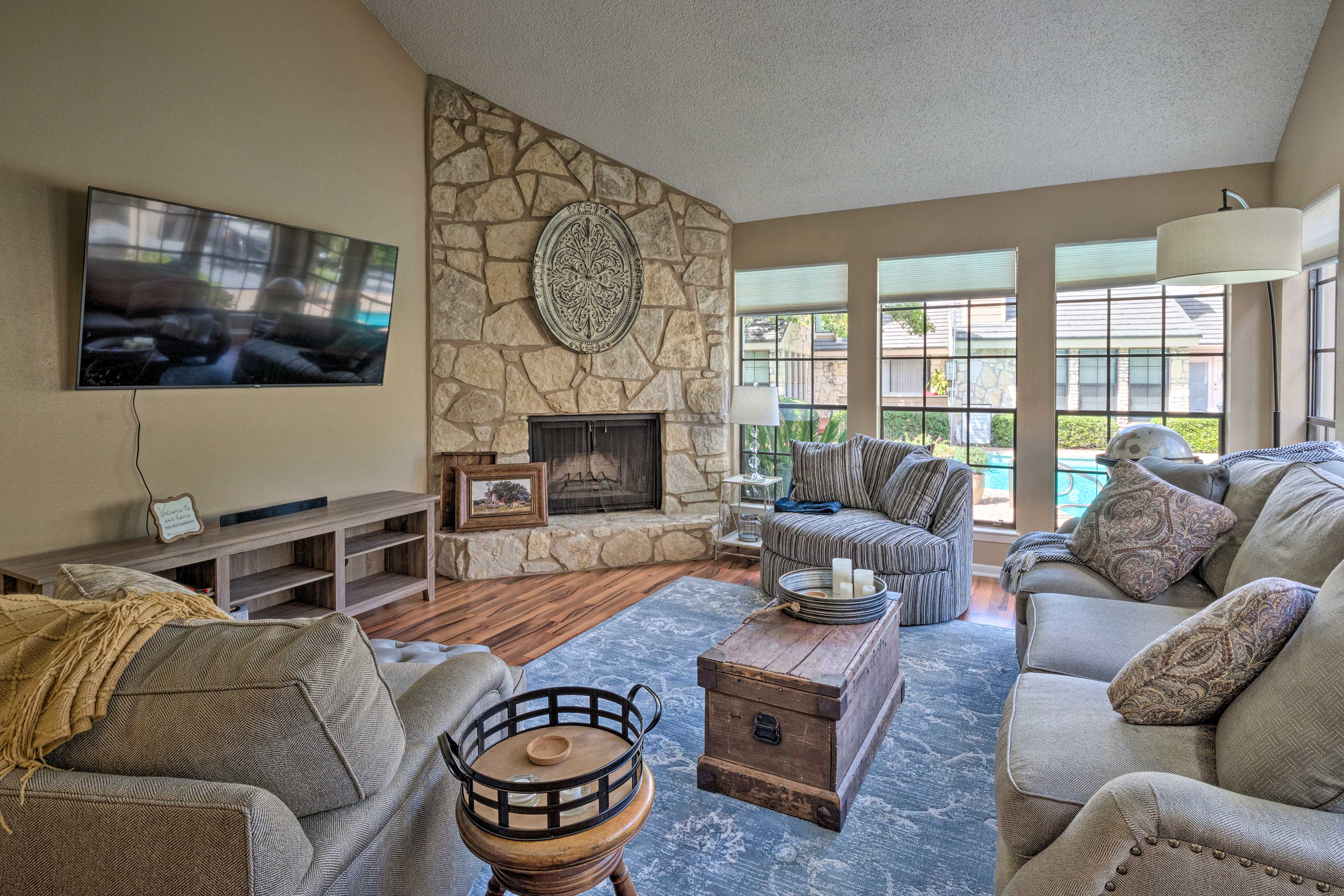 Sleeping 6, this vacation rental provides everyone with enough space.