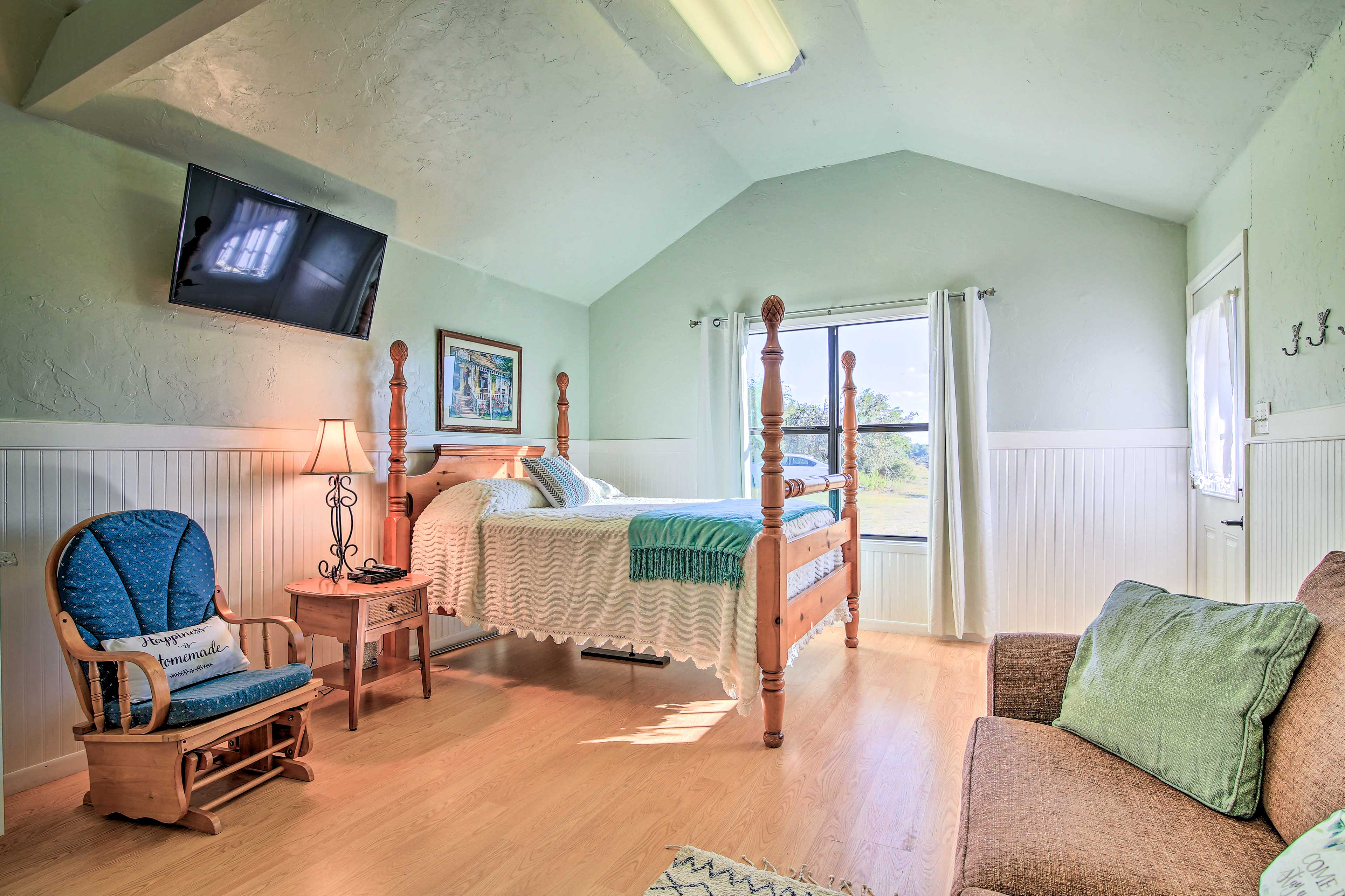 This tastefully furnished cabin offers all the home essentials.