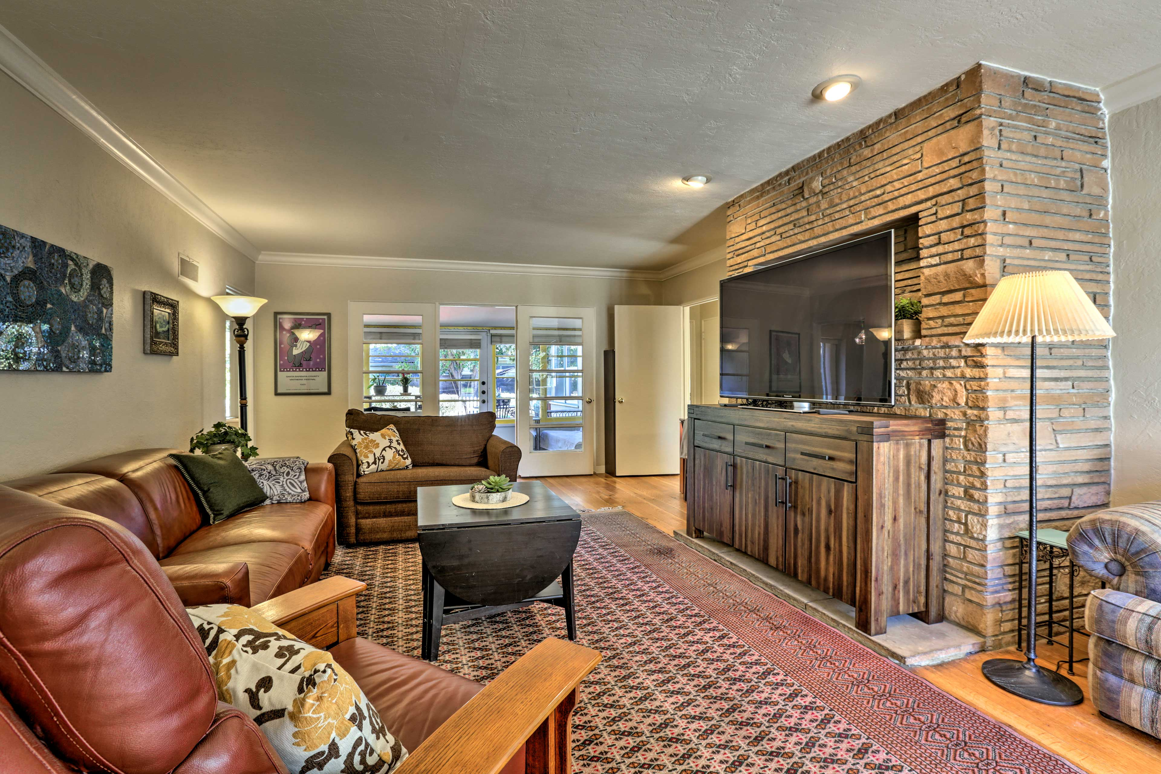 You'll feel right at home in this cozy abode, complete with modern amenities.