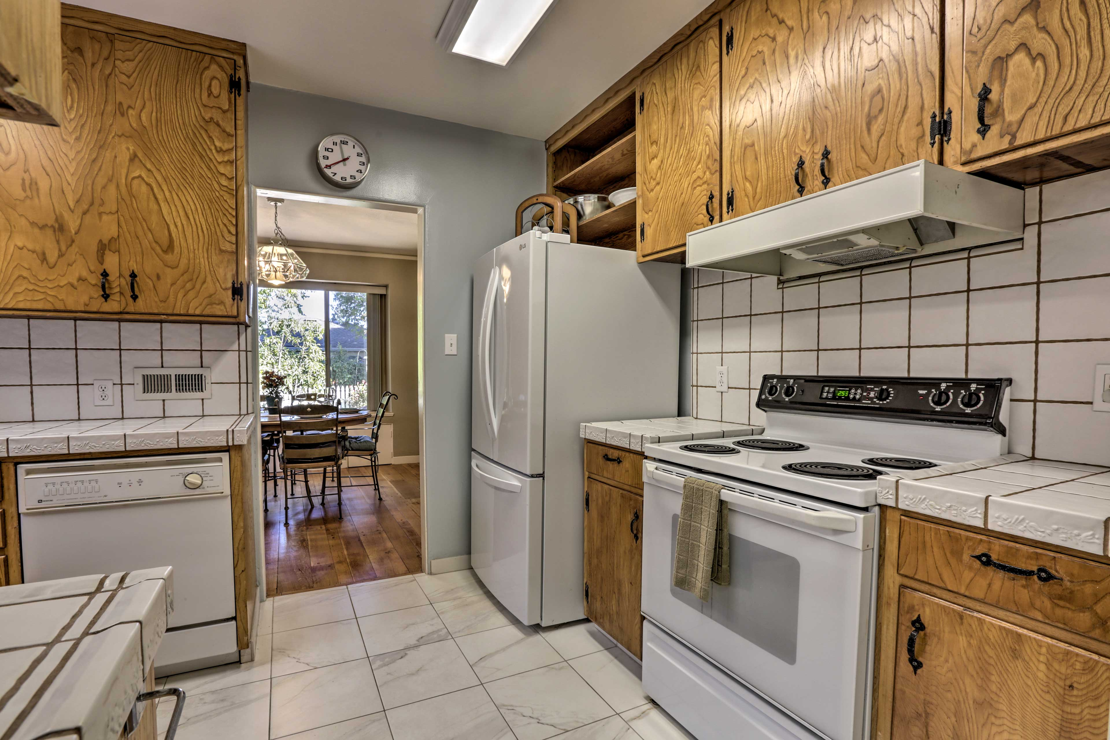 You'll have all the appliances, dishware & utensils that you need!