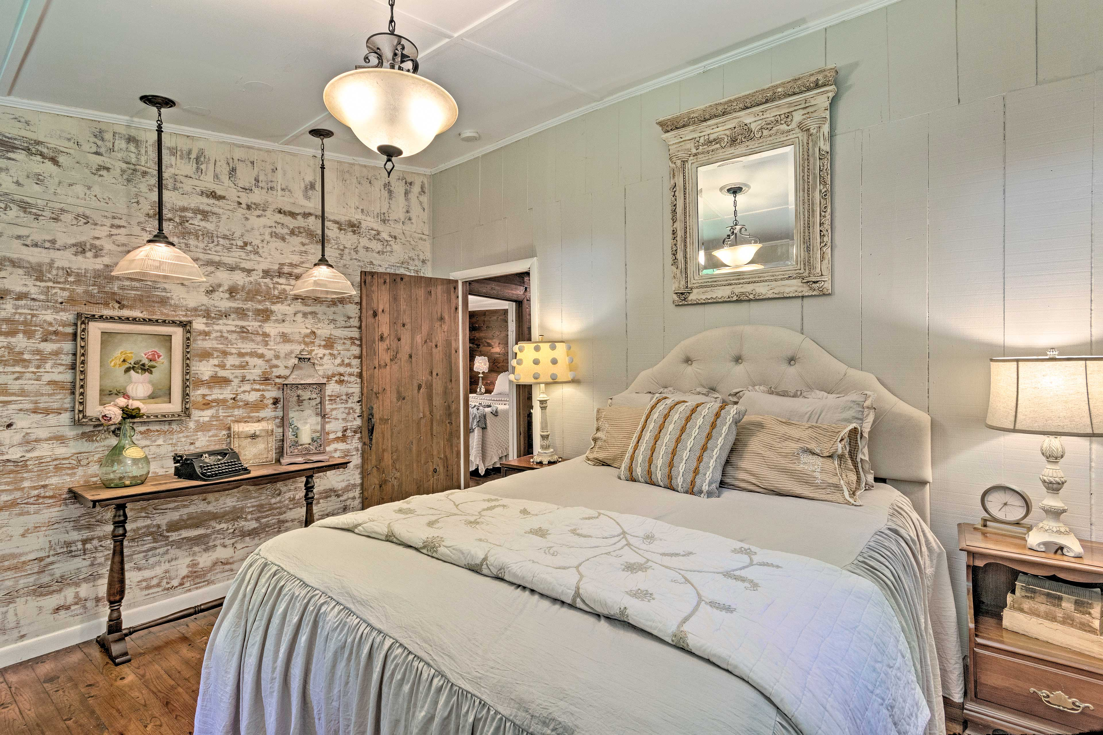 Two guests can sleep on the queen bed.