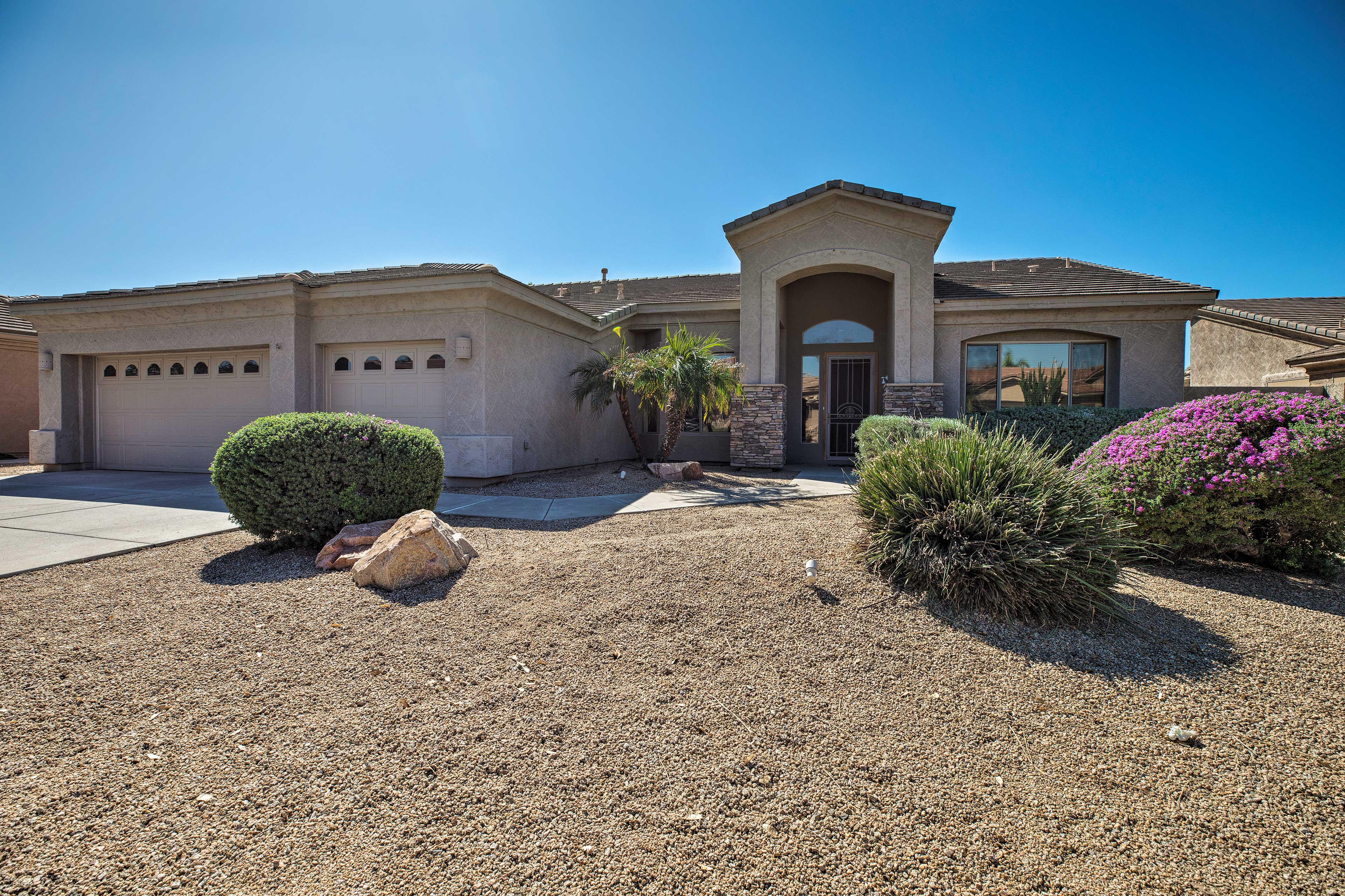 Experience all that the Phoenix-area has to offer from this Goodyear home!