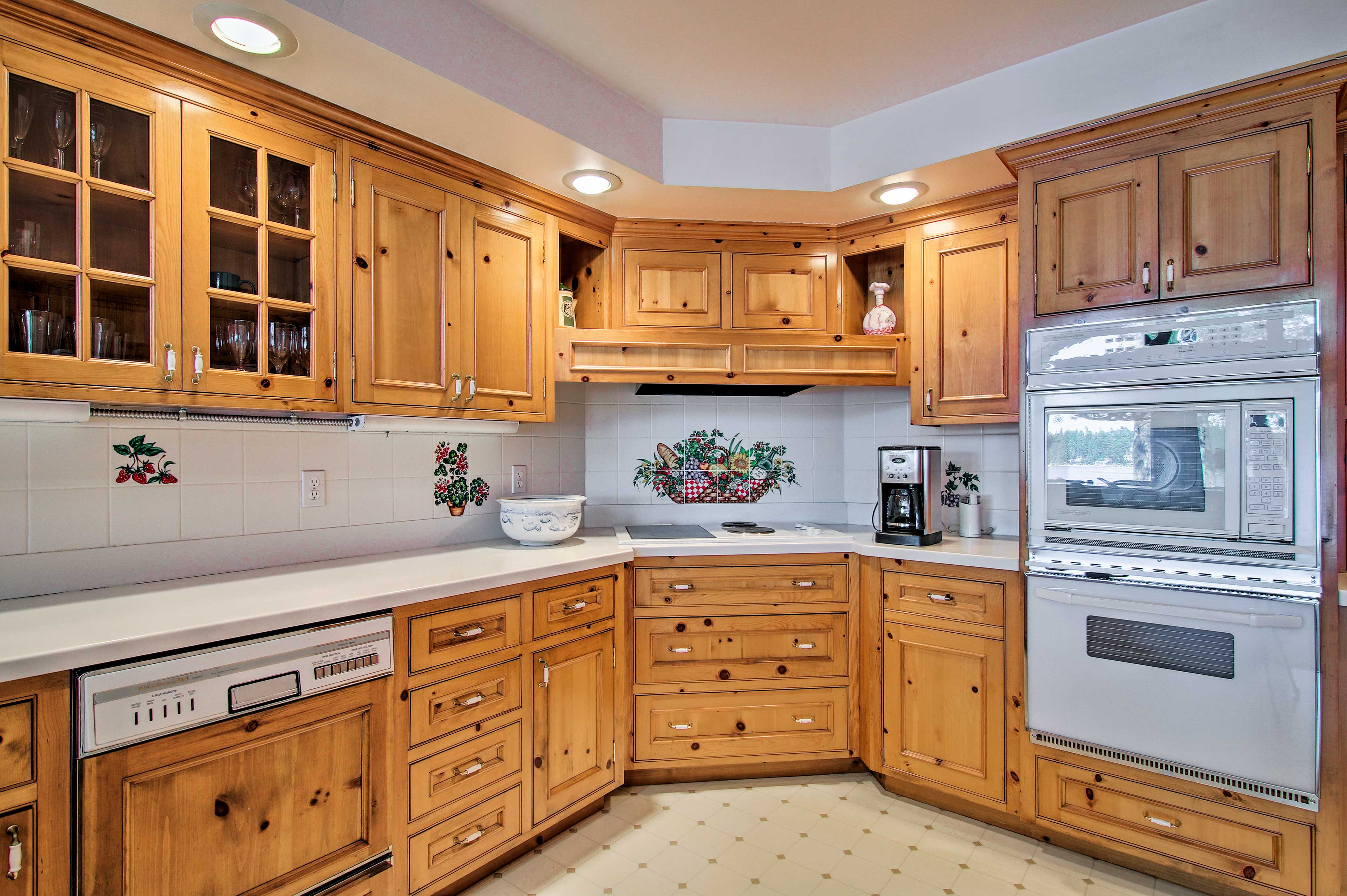 Head into the fully equipped kitchen to prepare home-cooked meals.
