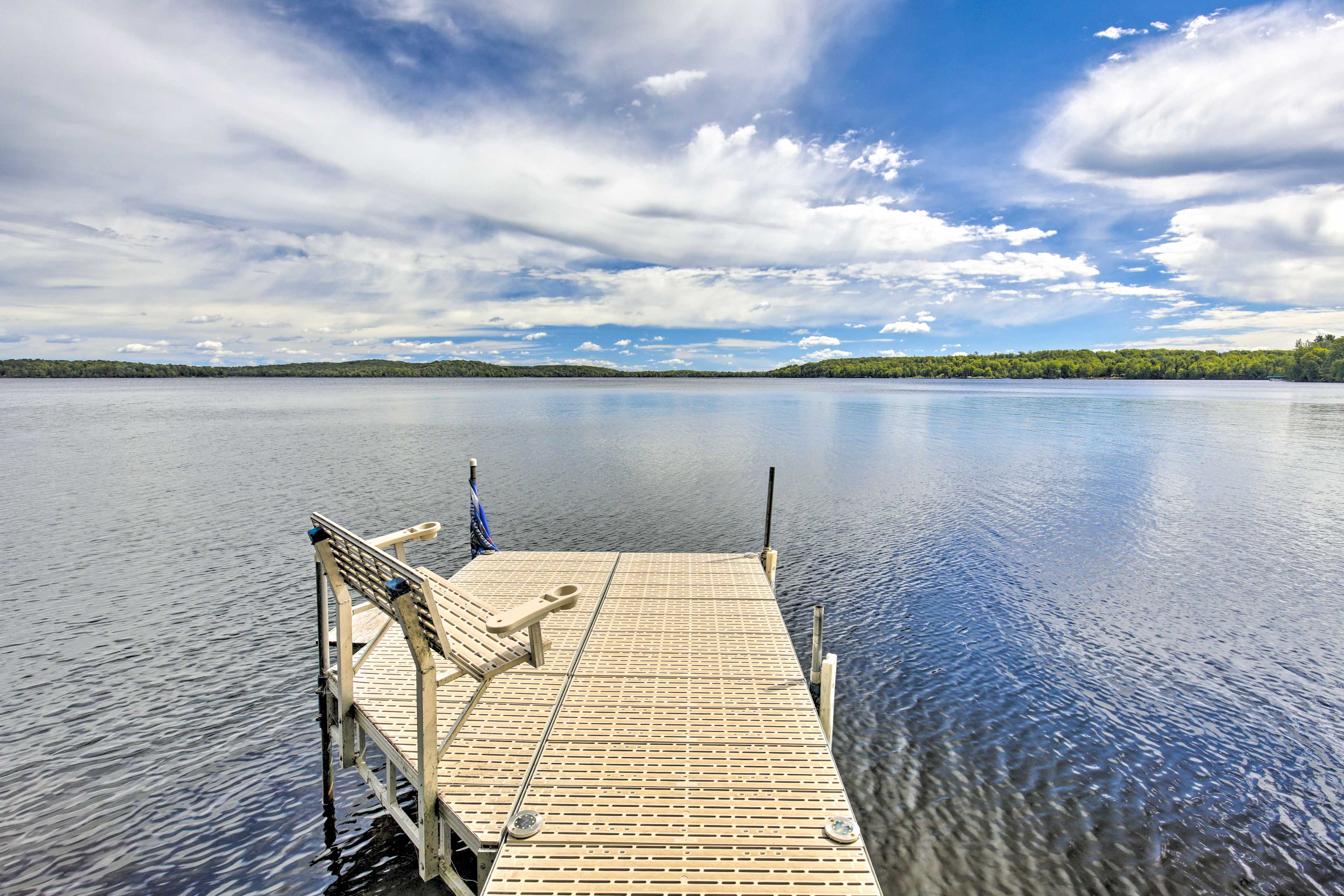 Enjoy the private lakefront, perfectly outfitted for fishing!