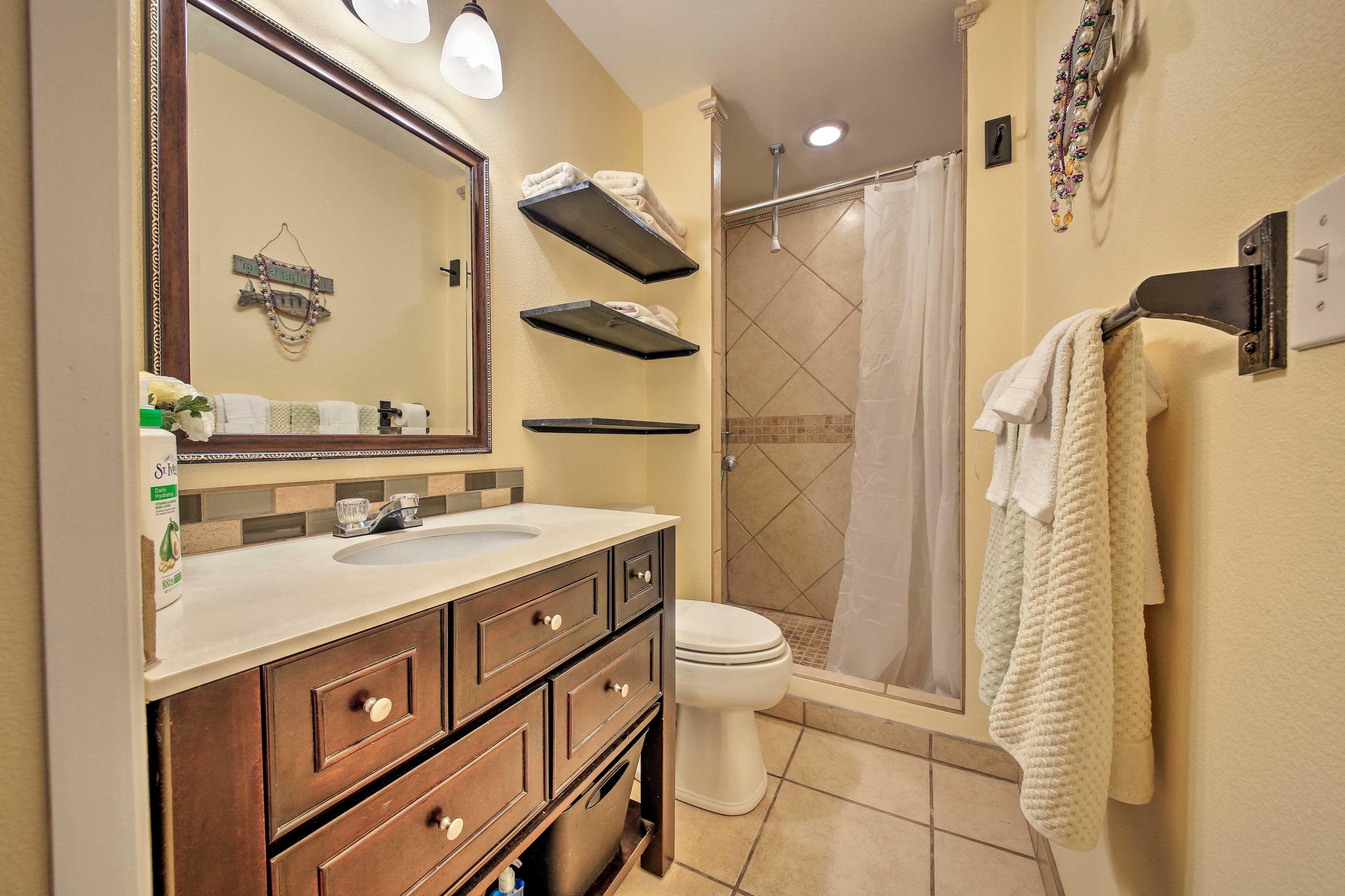 Keep mornings easy with an en-suite bathroom.