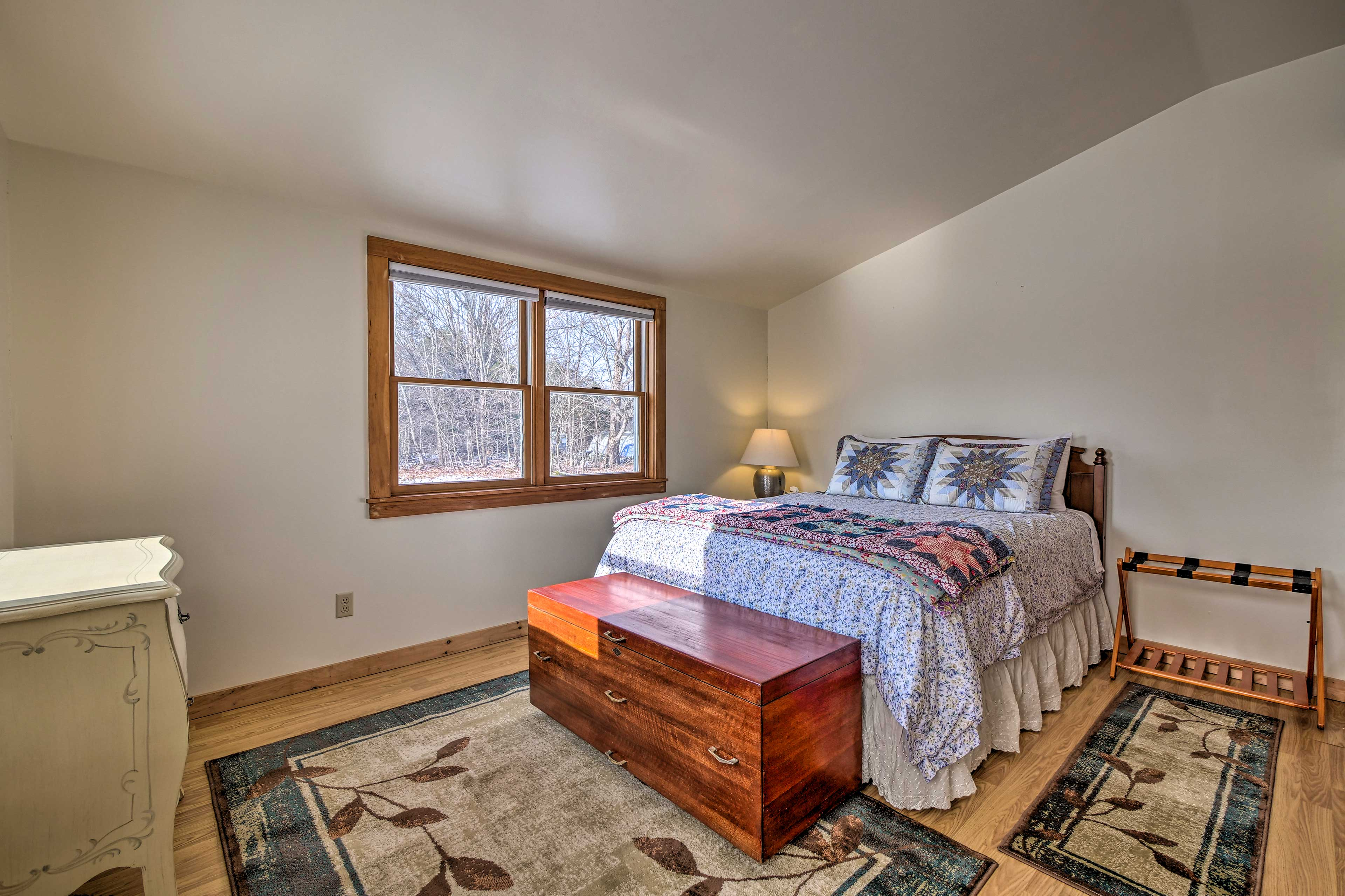 Drift off to sleep in this comfortable queen bed.