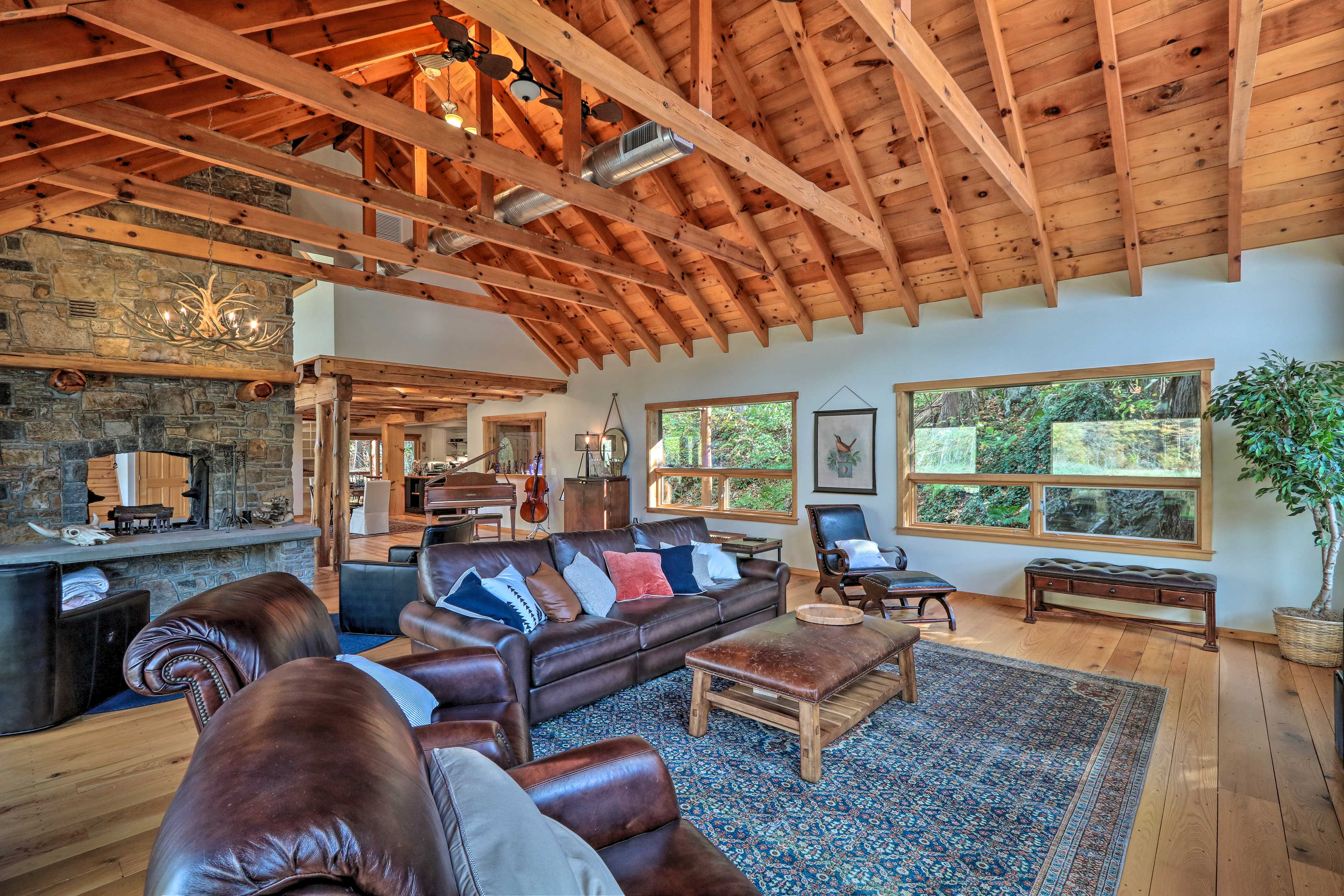 There's plenty of room for your group of 8 in this living room!