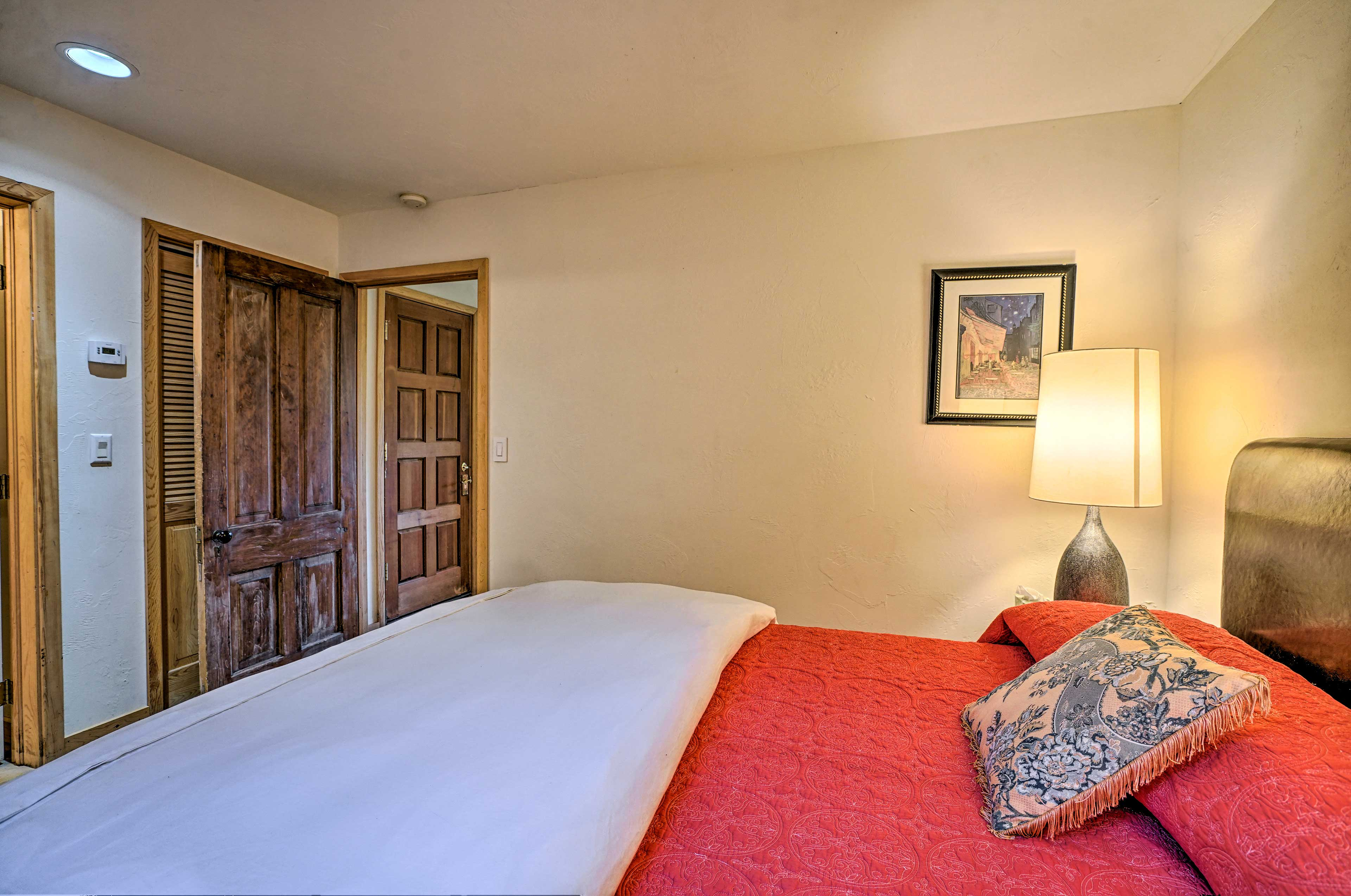Let your worries melt away as you sink into the queen bed.