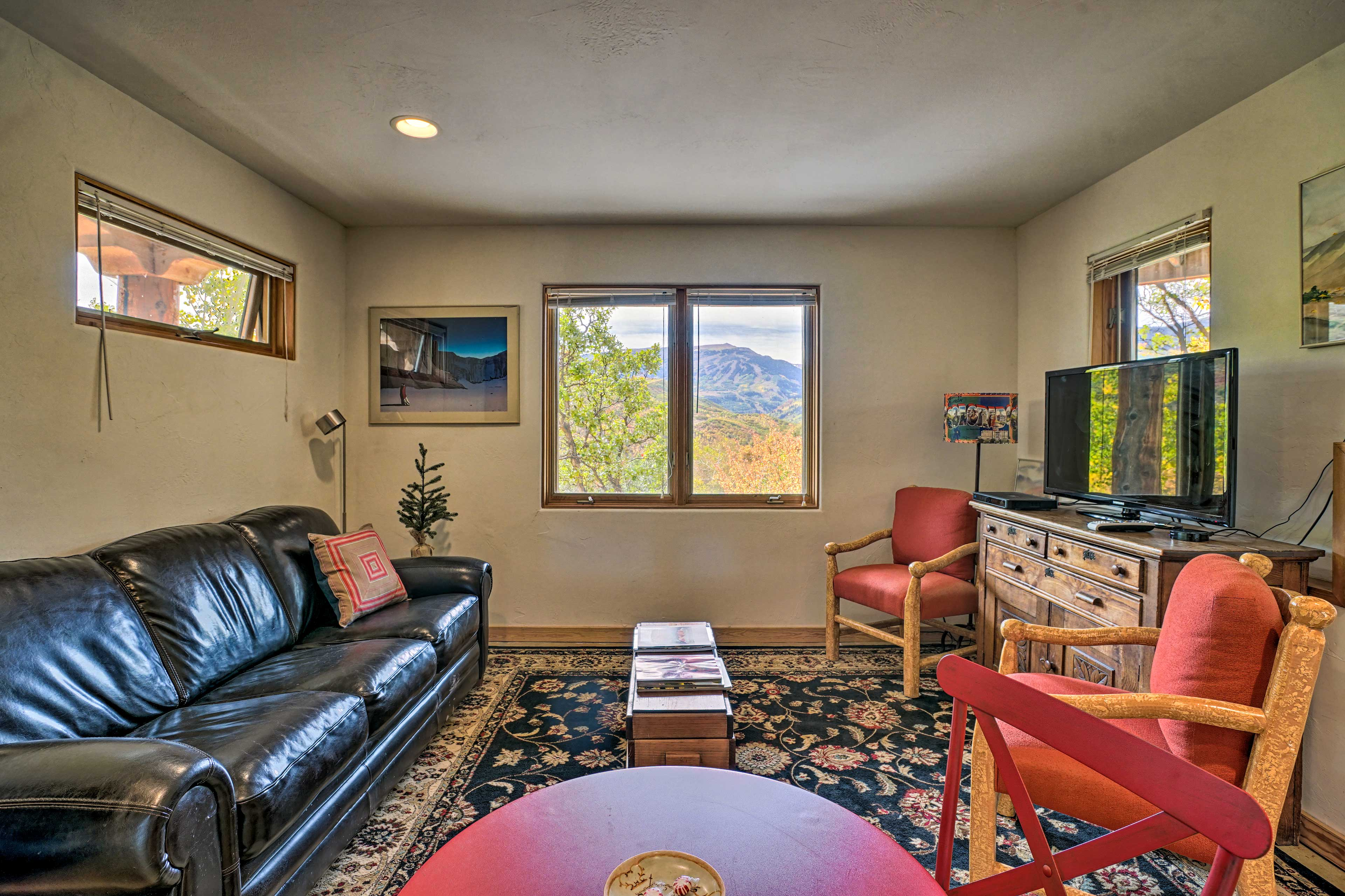 Get cozy and comfortable in this 1-bed, 1-bath Snowmass vacation rental!