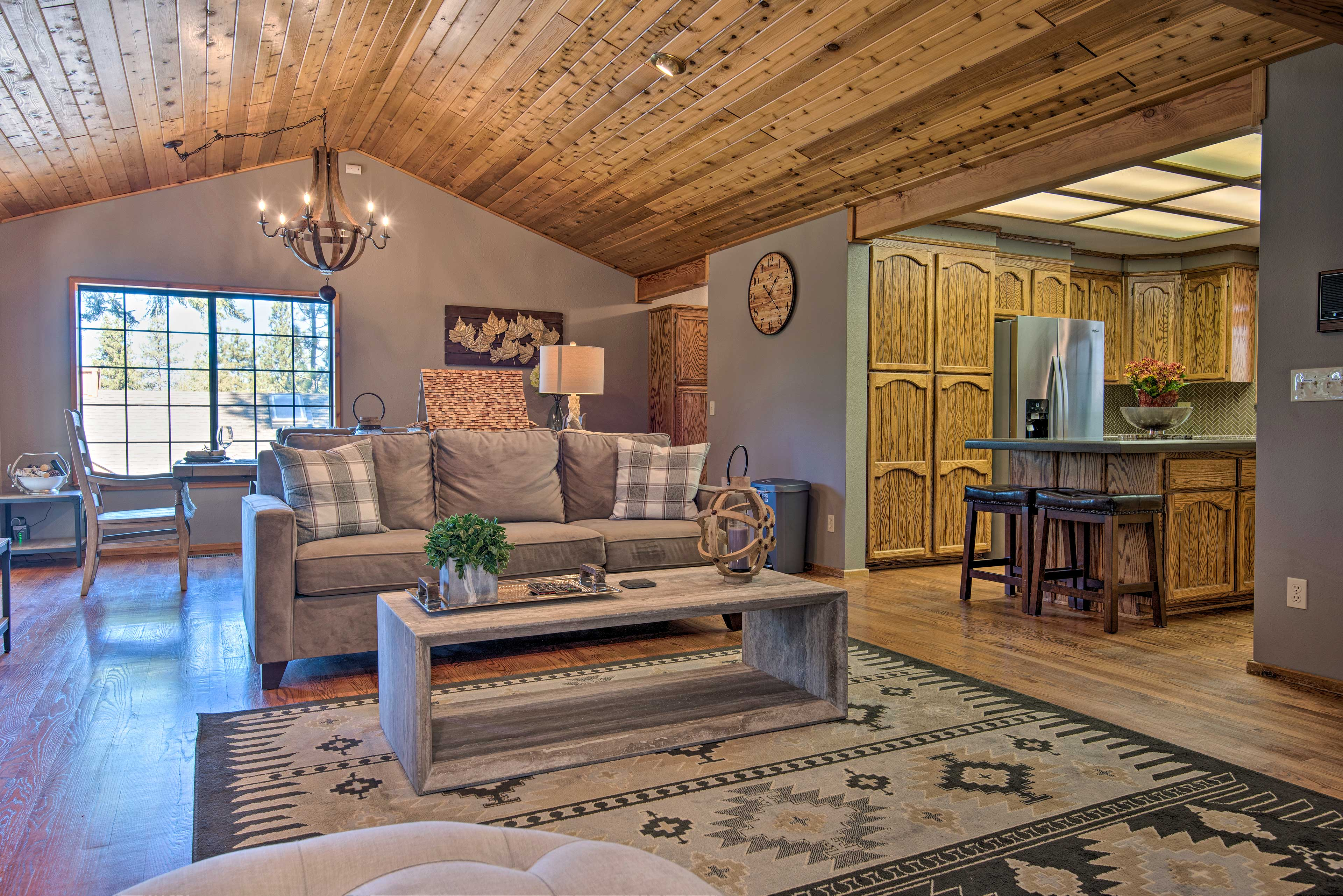 This charming vacation rental features high-end charm and convenience.
