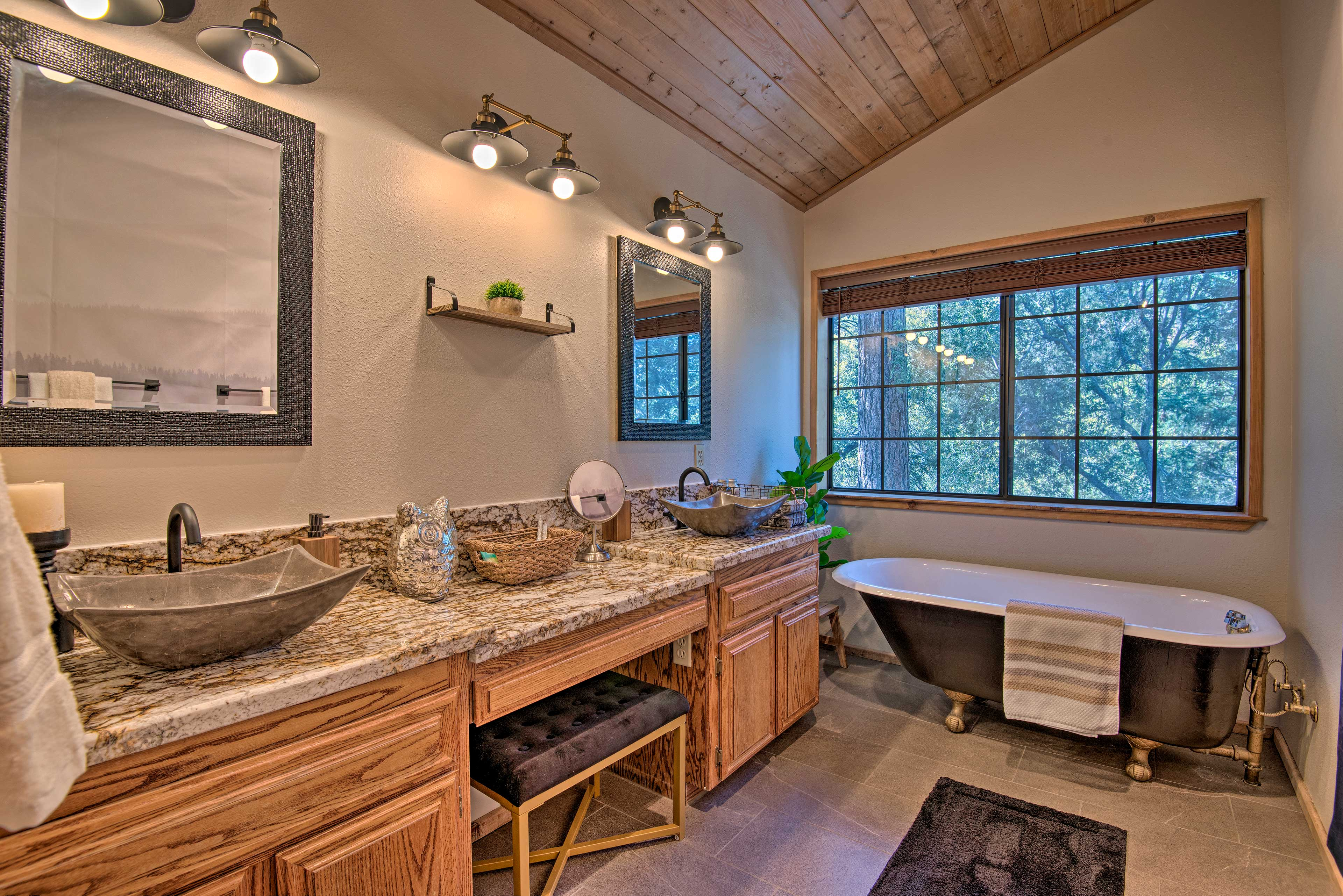 The en-suite bathroom features double sinks and a deep soaking tub.