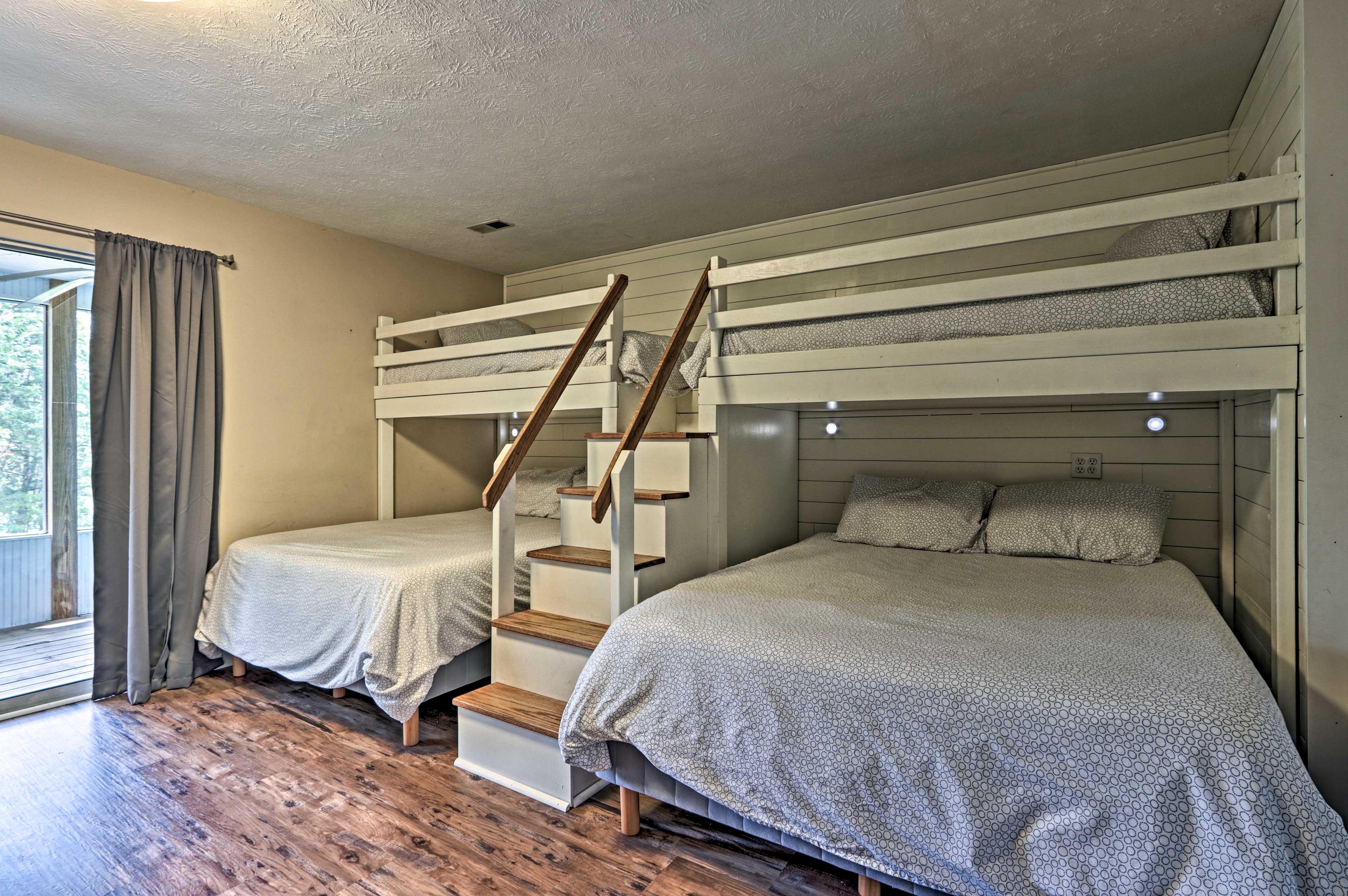 Bedroom 4   2 Twin/Queen Bunk Beds