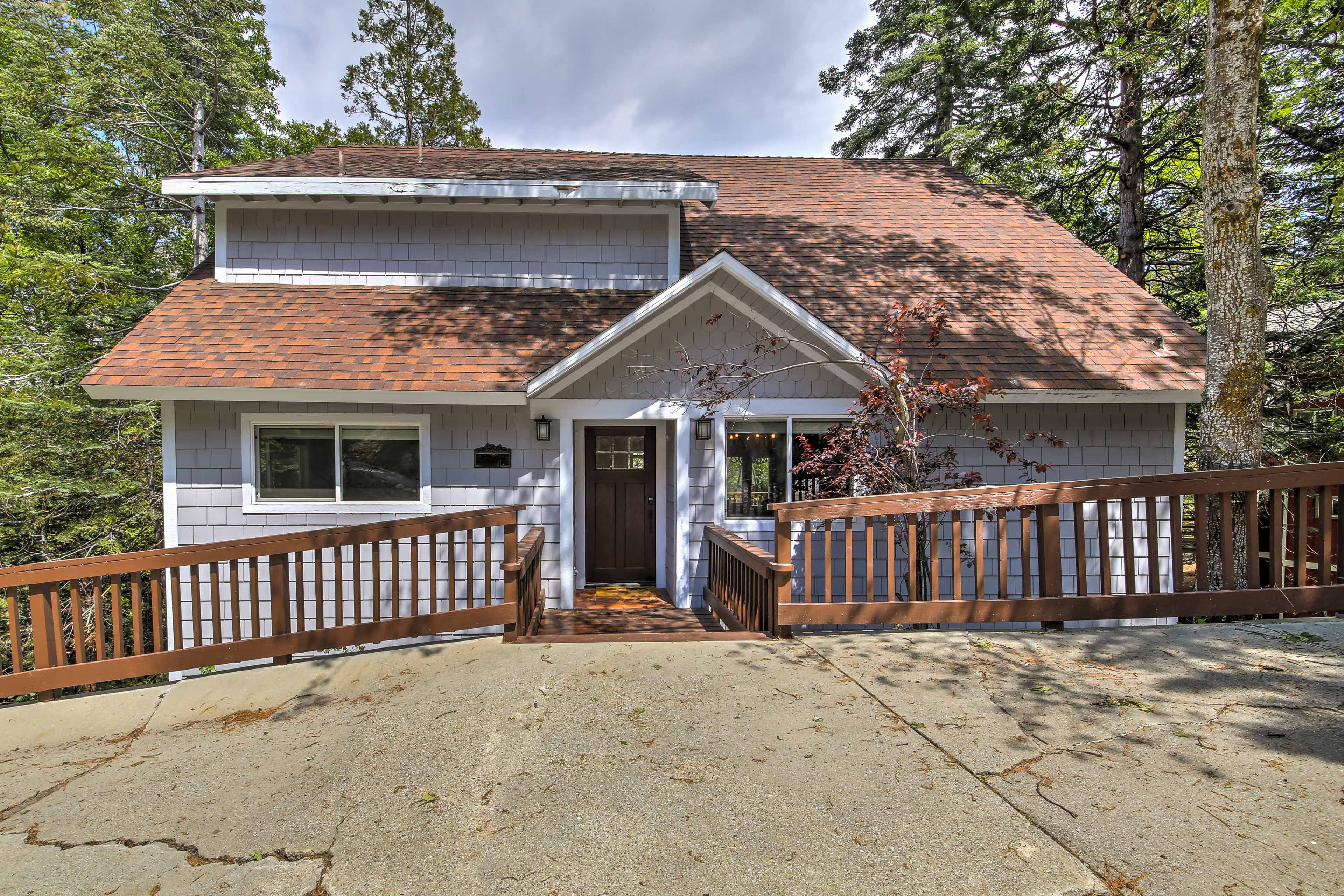 Your Lake Arrowhead home-away-from-home is the perfect year-round retreat.