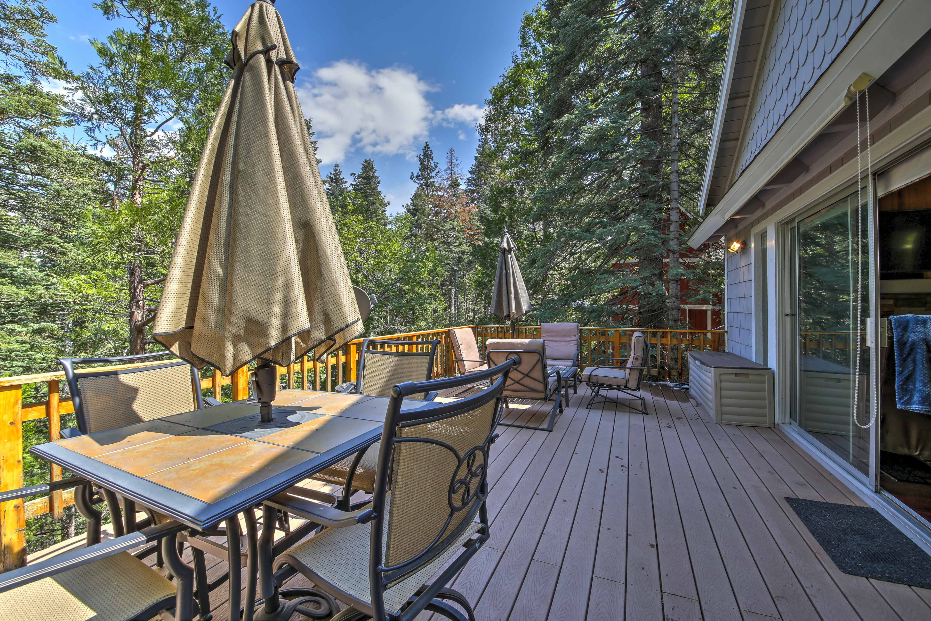Unwind on the spacious upper-level deck and enjoy afternoon refreshments.