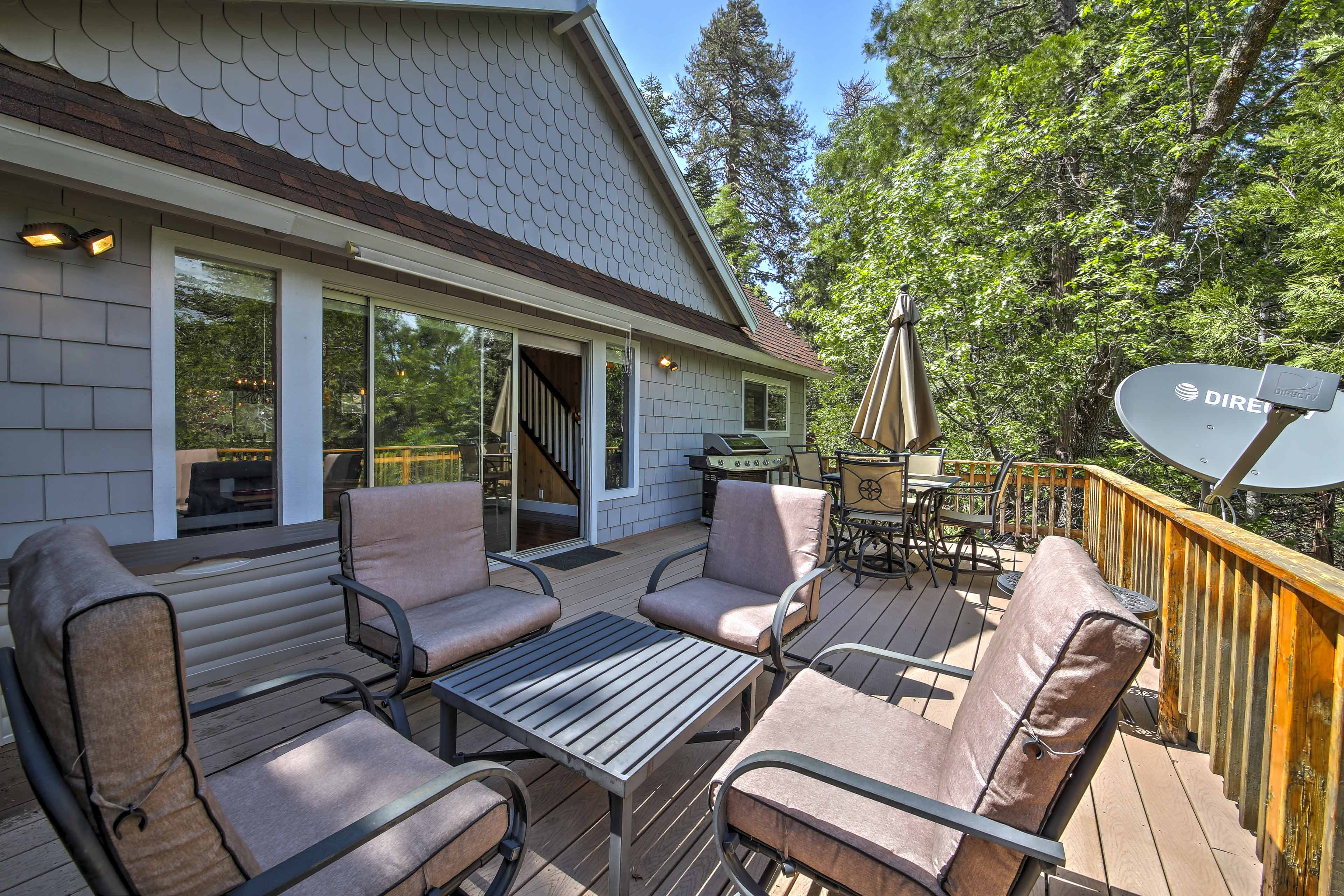 Fire up the gas grill and enjoy an al fresco meal at the outdoor dining table.