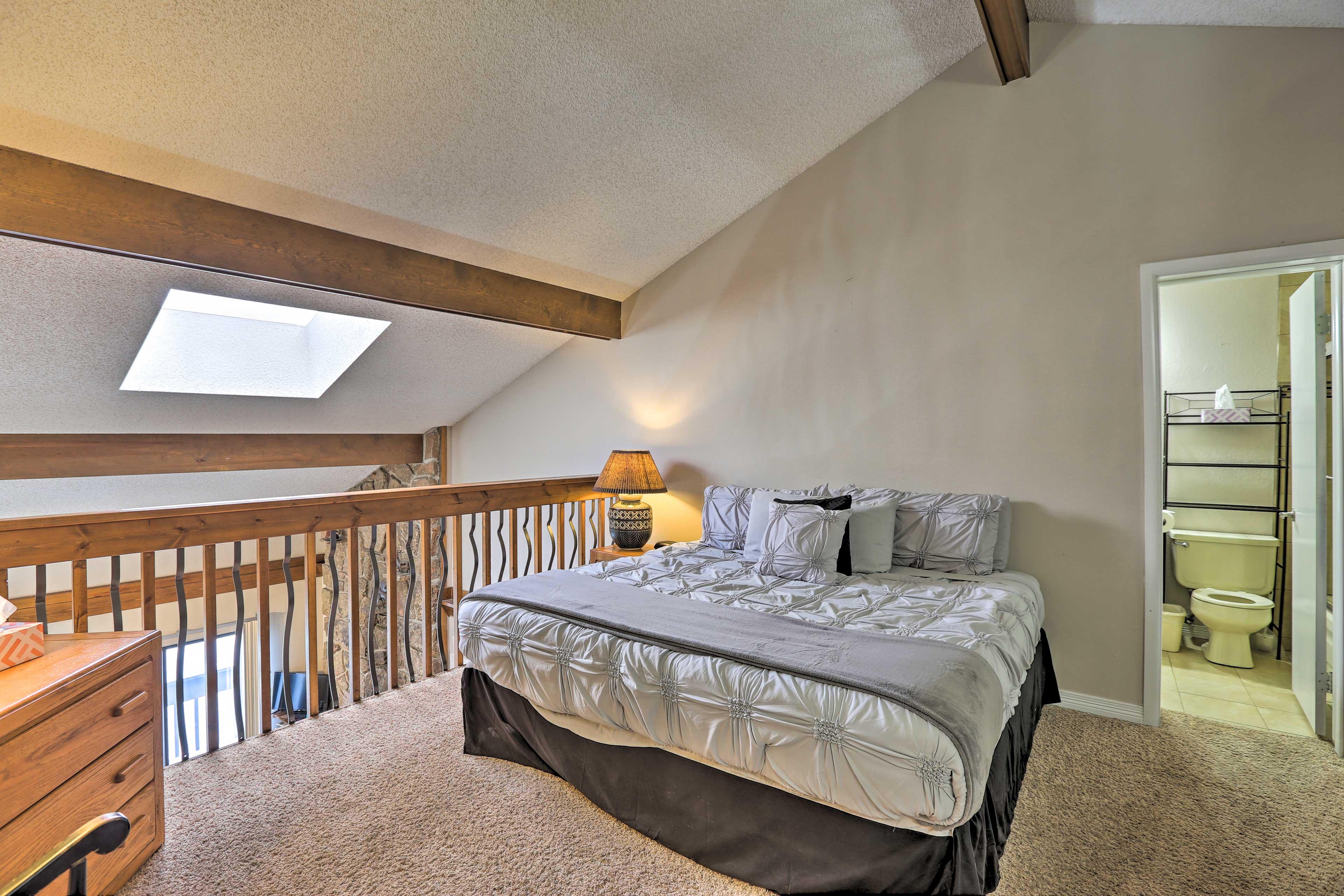 Bedroom 3 (Loft) | King Bed
