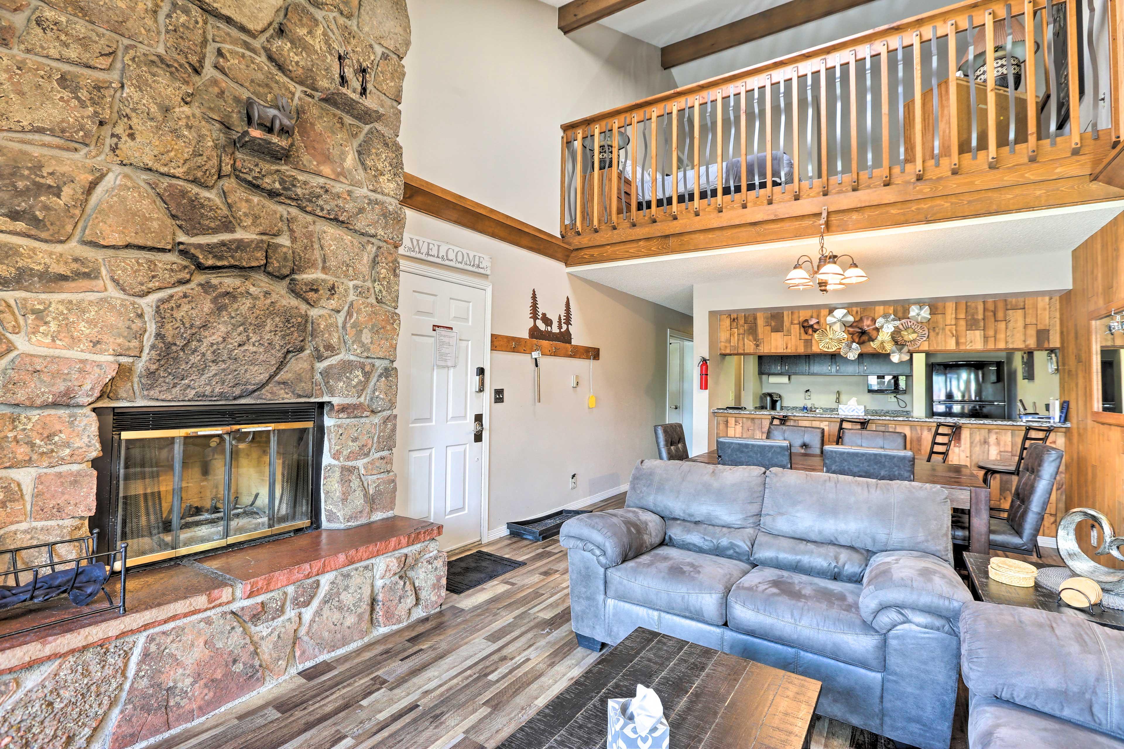 Living Room | Fireplace