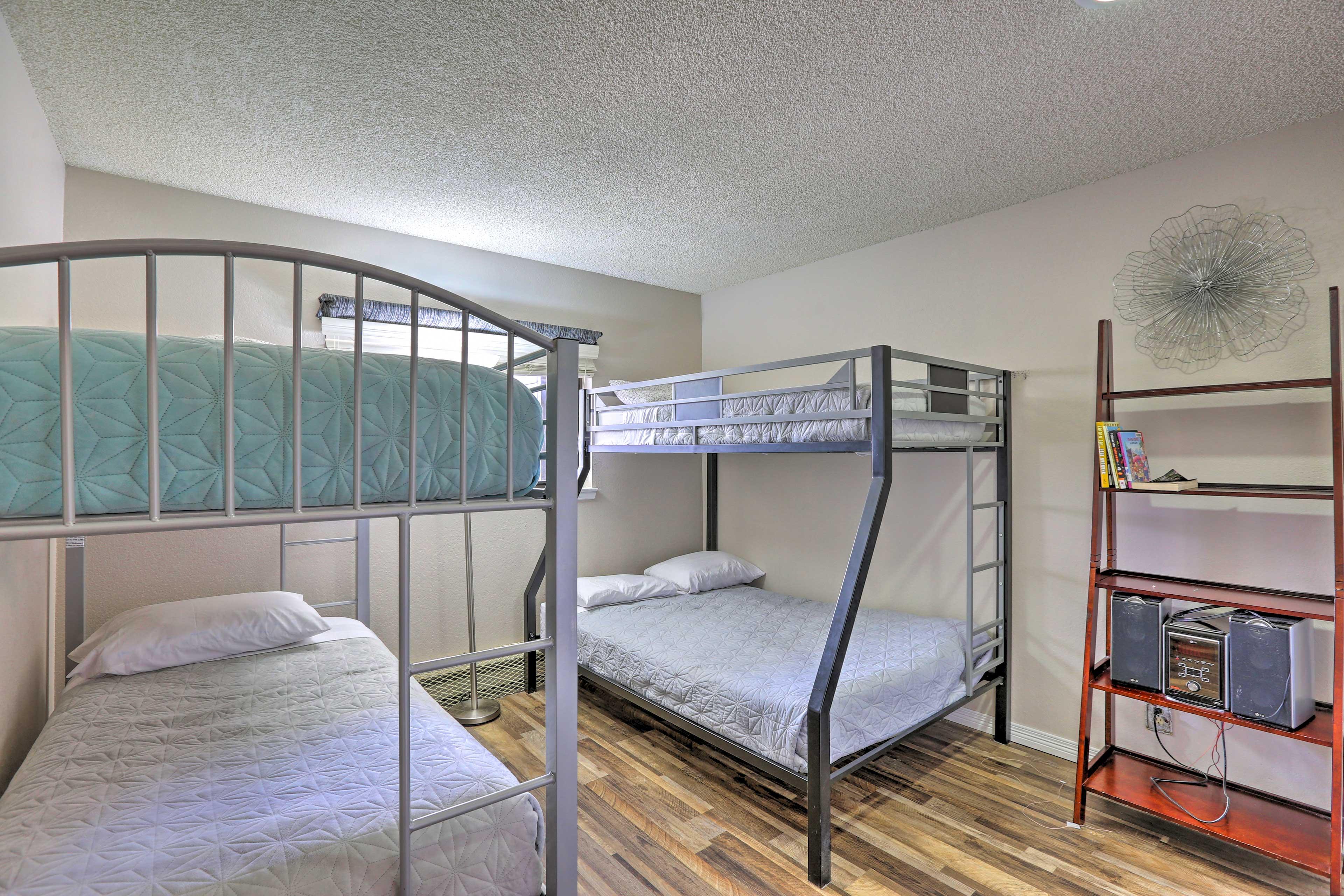 Bedroom 2 | Twin Bunk Bed | Twin/Full Bunk Bed