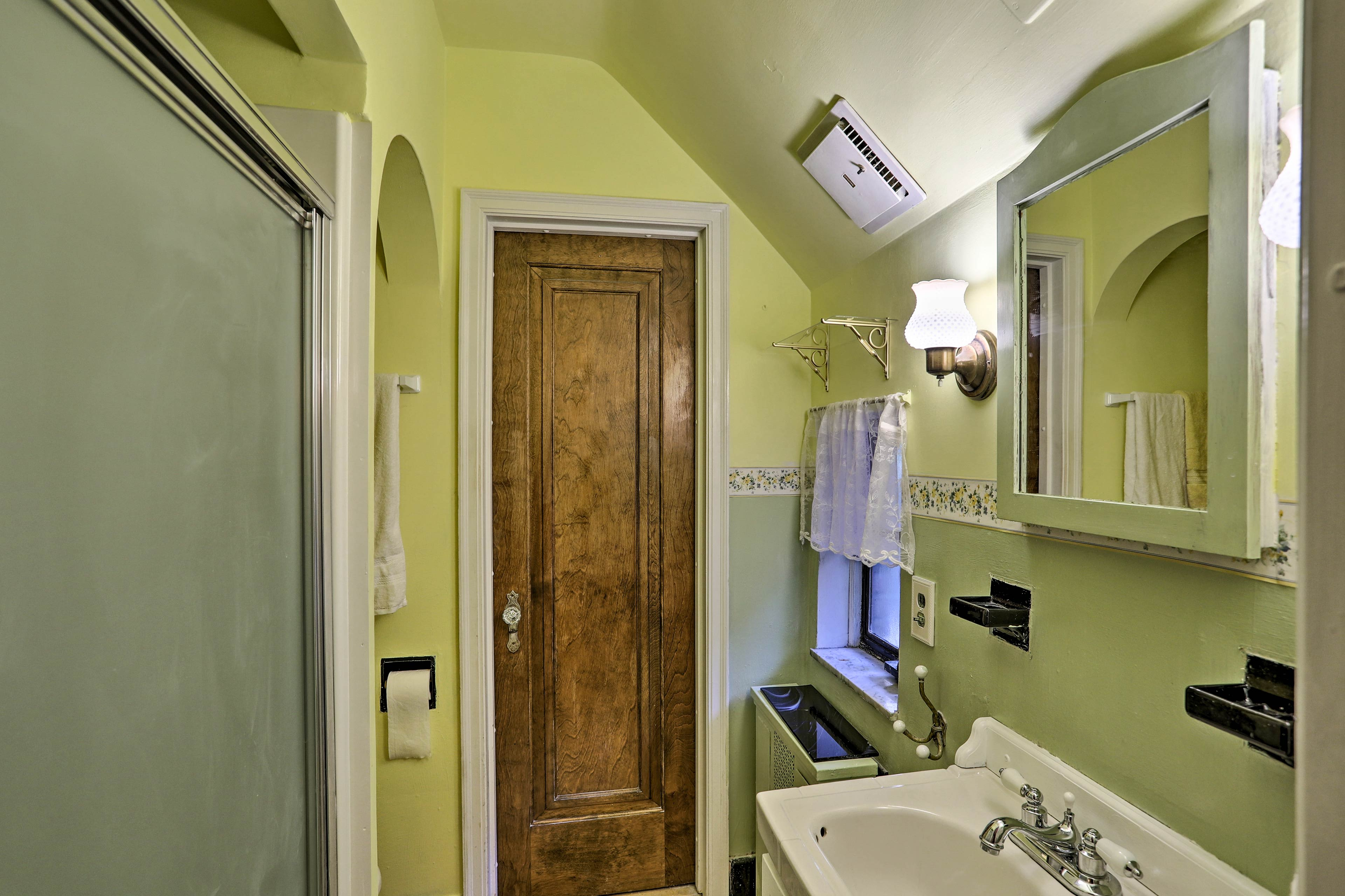 The master en-suite bathroom is equipped with fresh towels & toiletries.