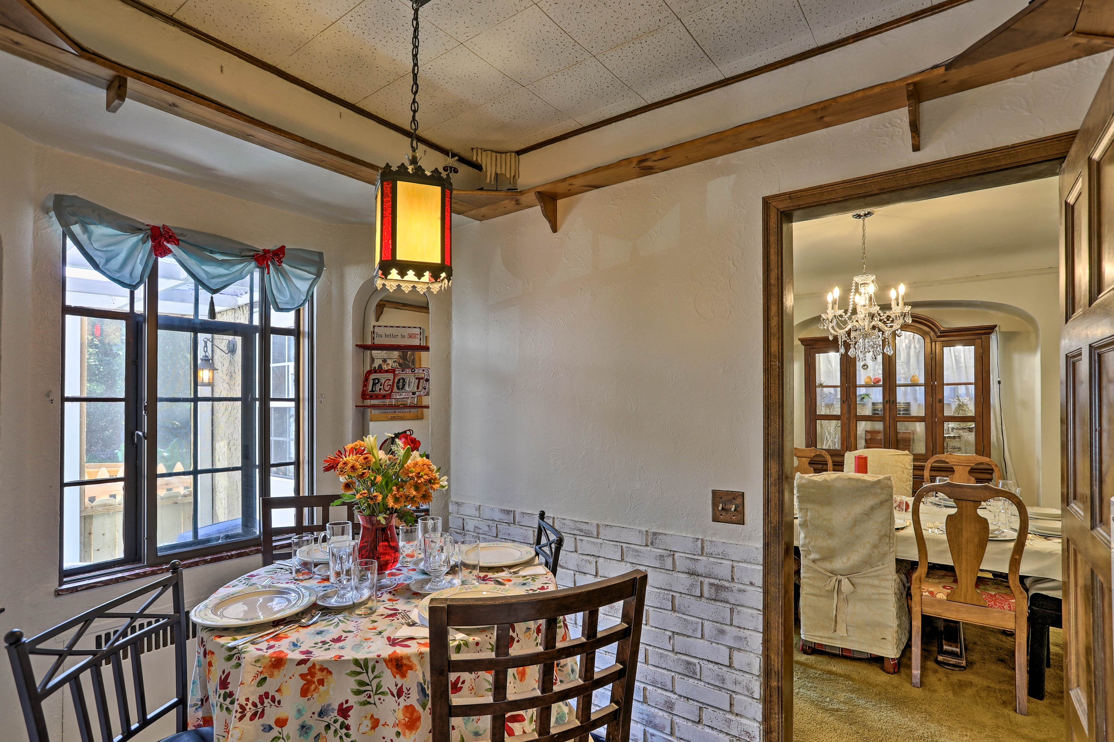 The kids can sit at this little breakfast nook.