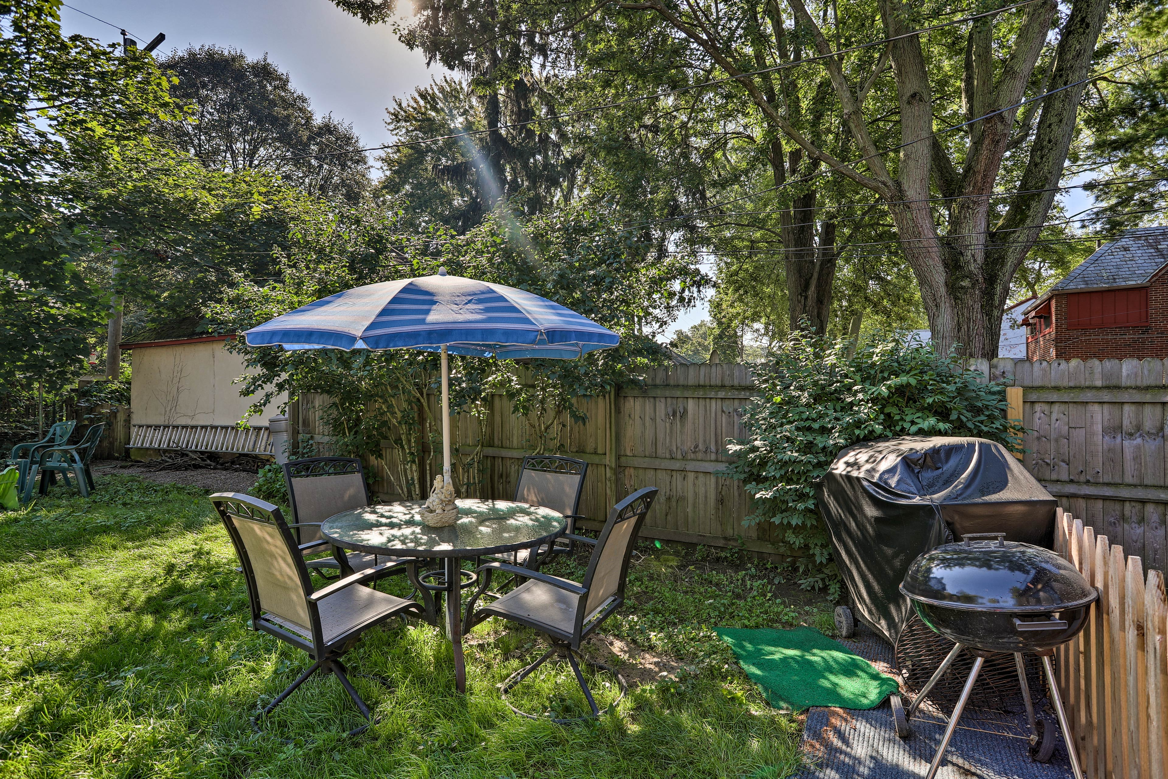 Fire up the gas or charcoal grill & throw a backyard BBQ!