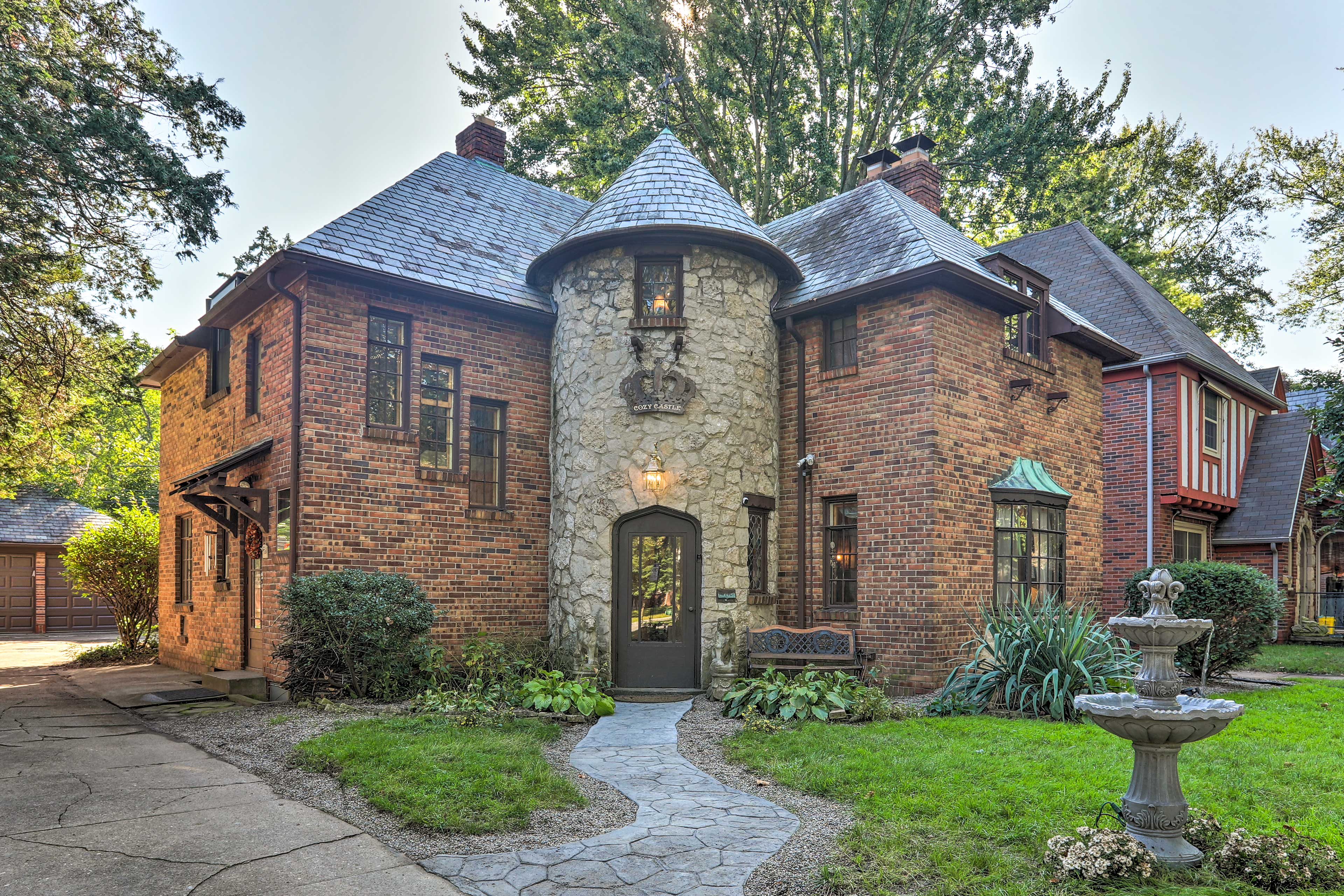 Welcome to this cozy castle, your Toledo home-away-from-home!