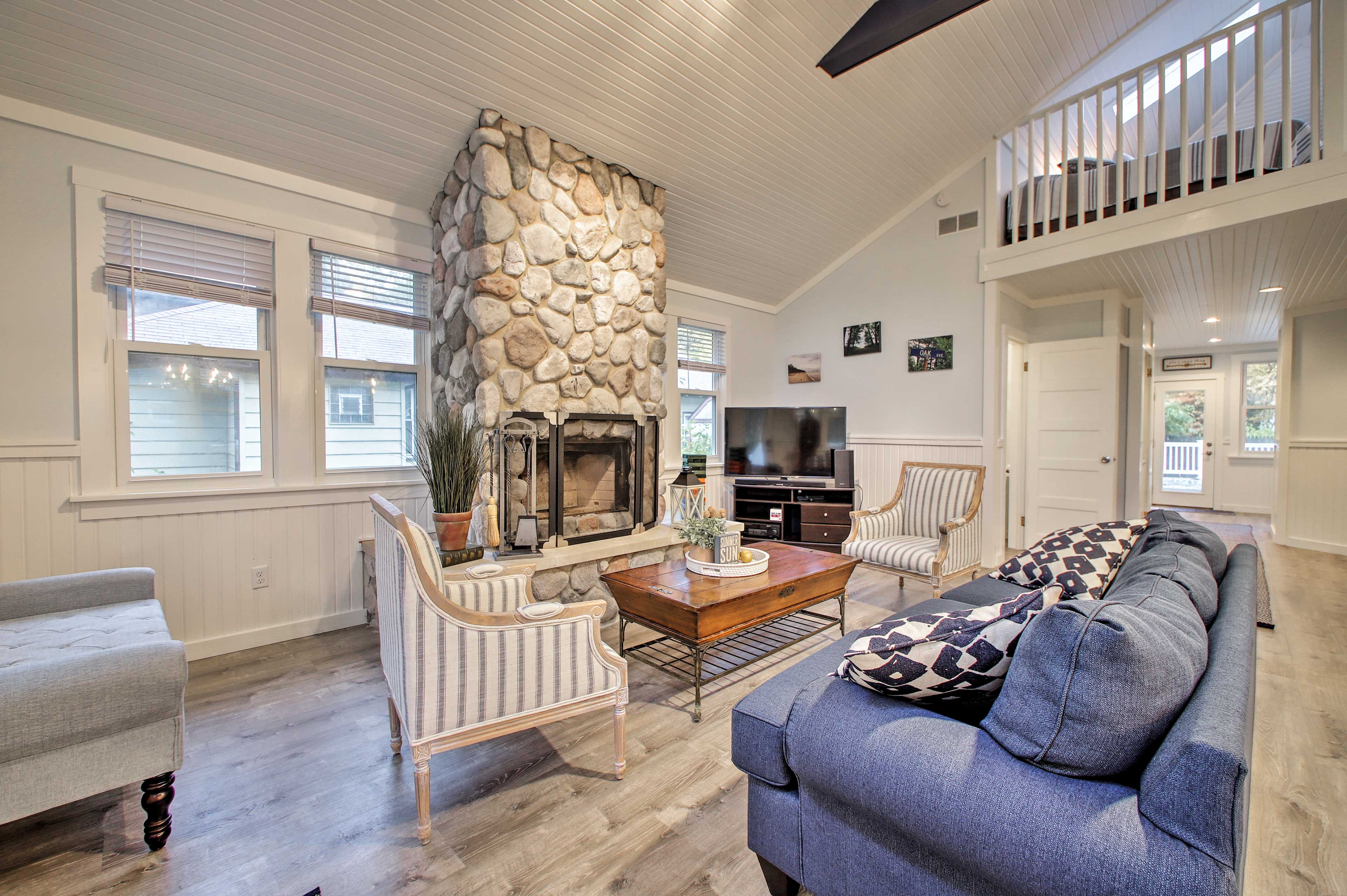 Enjoy a relaxing family vacation to this Lake Michigan abode!