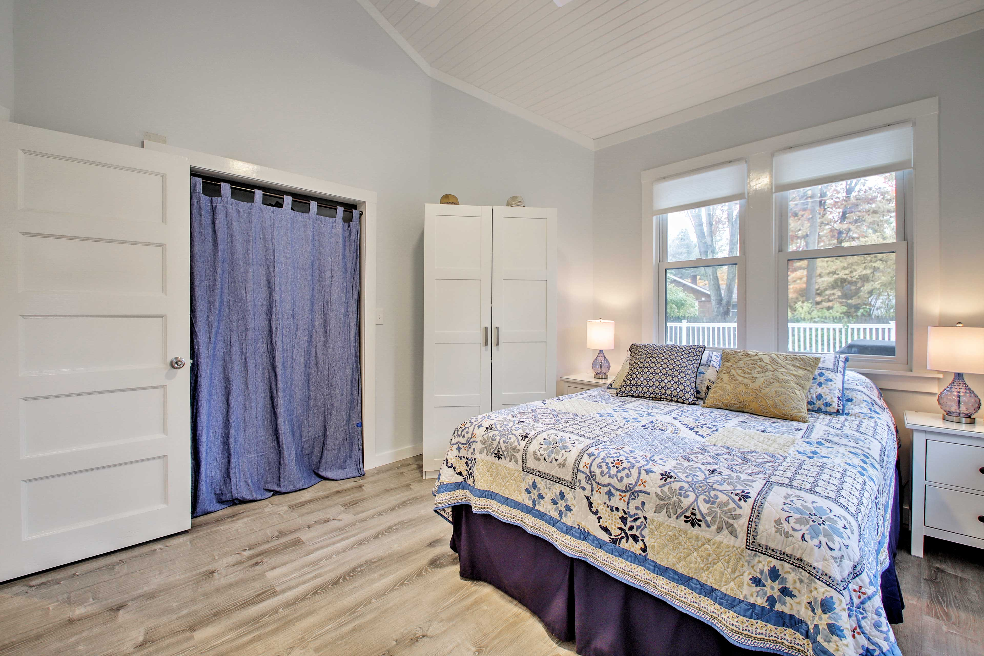Couples can curl up on this lovely queen bed.