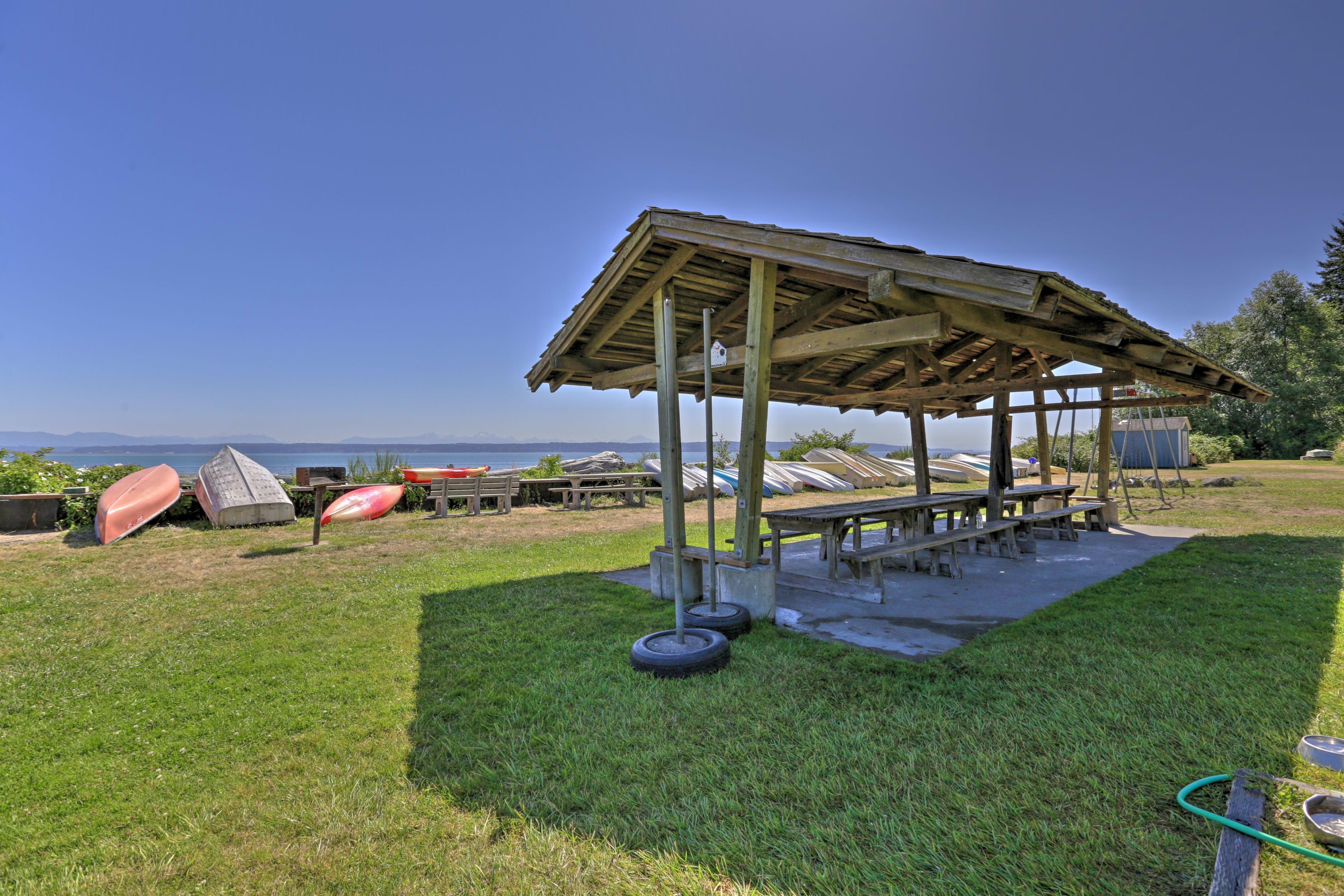 You'll love savoring meals beachside.