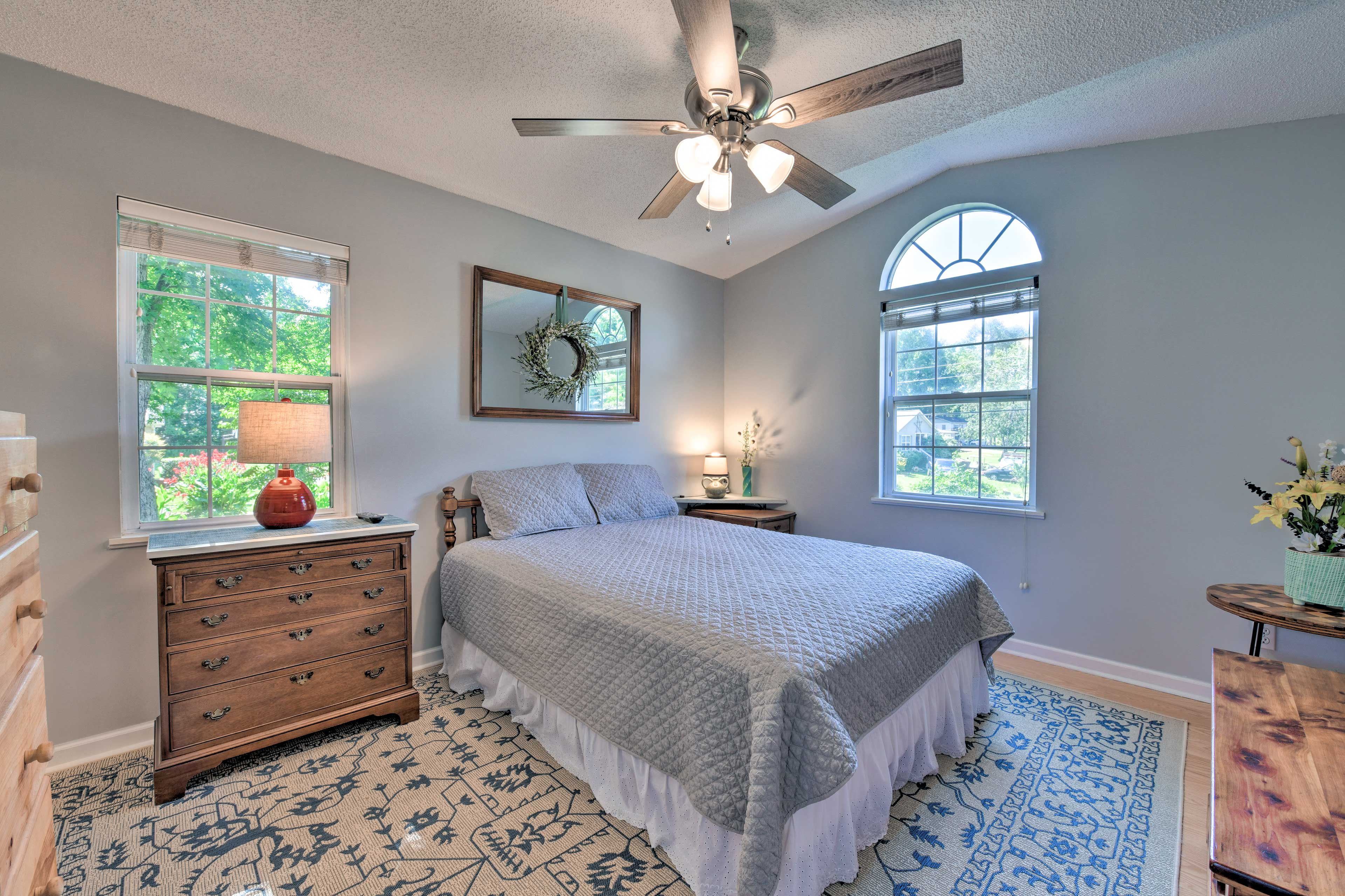 You'll have no problem relaxing in this lovely master bedroom.