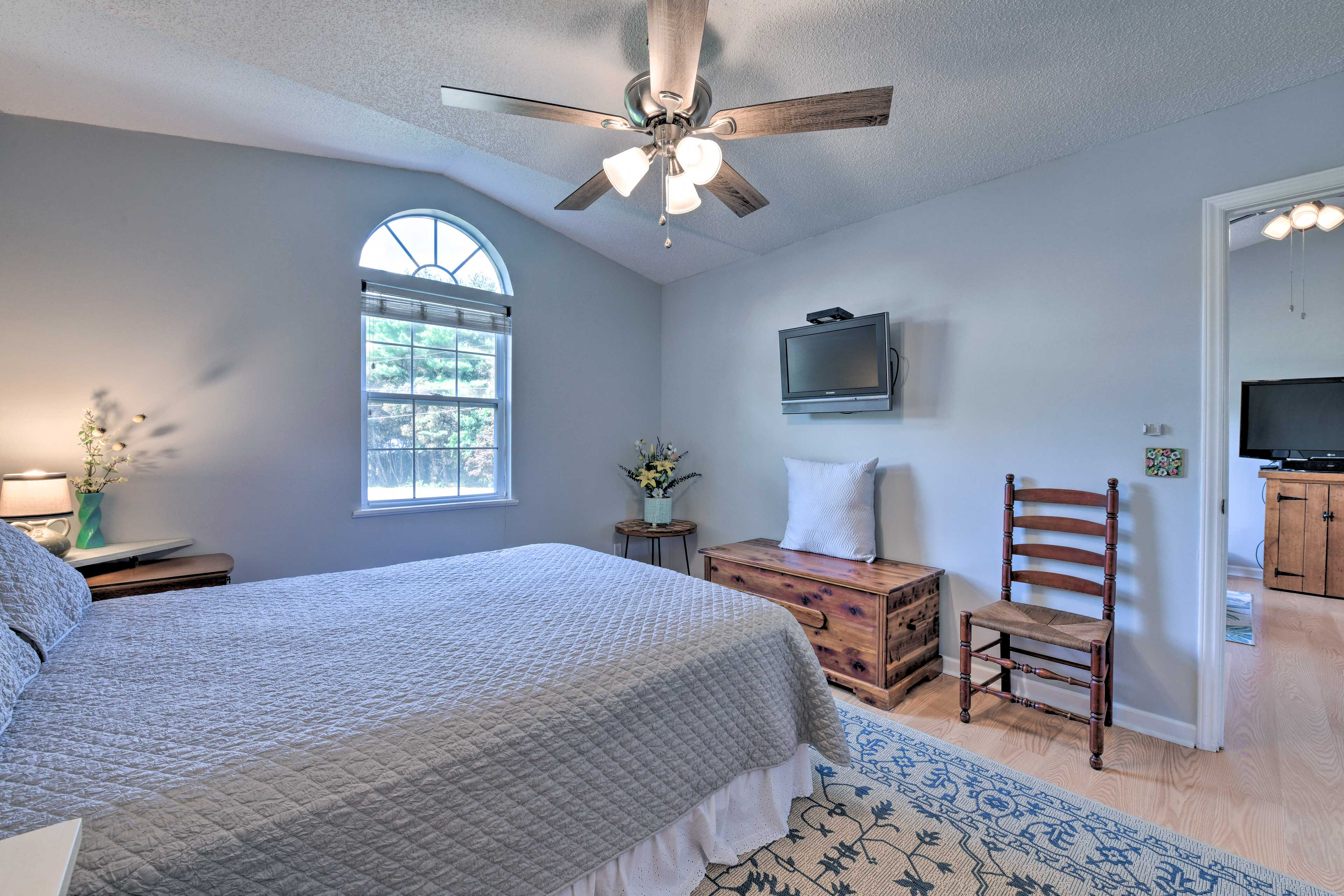 Cozy up in the queen bed while watching the flat-screen TV.