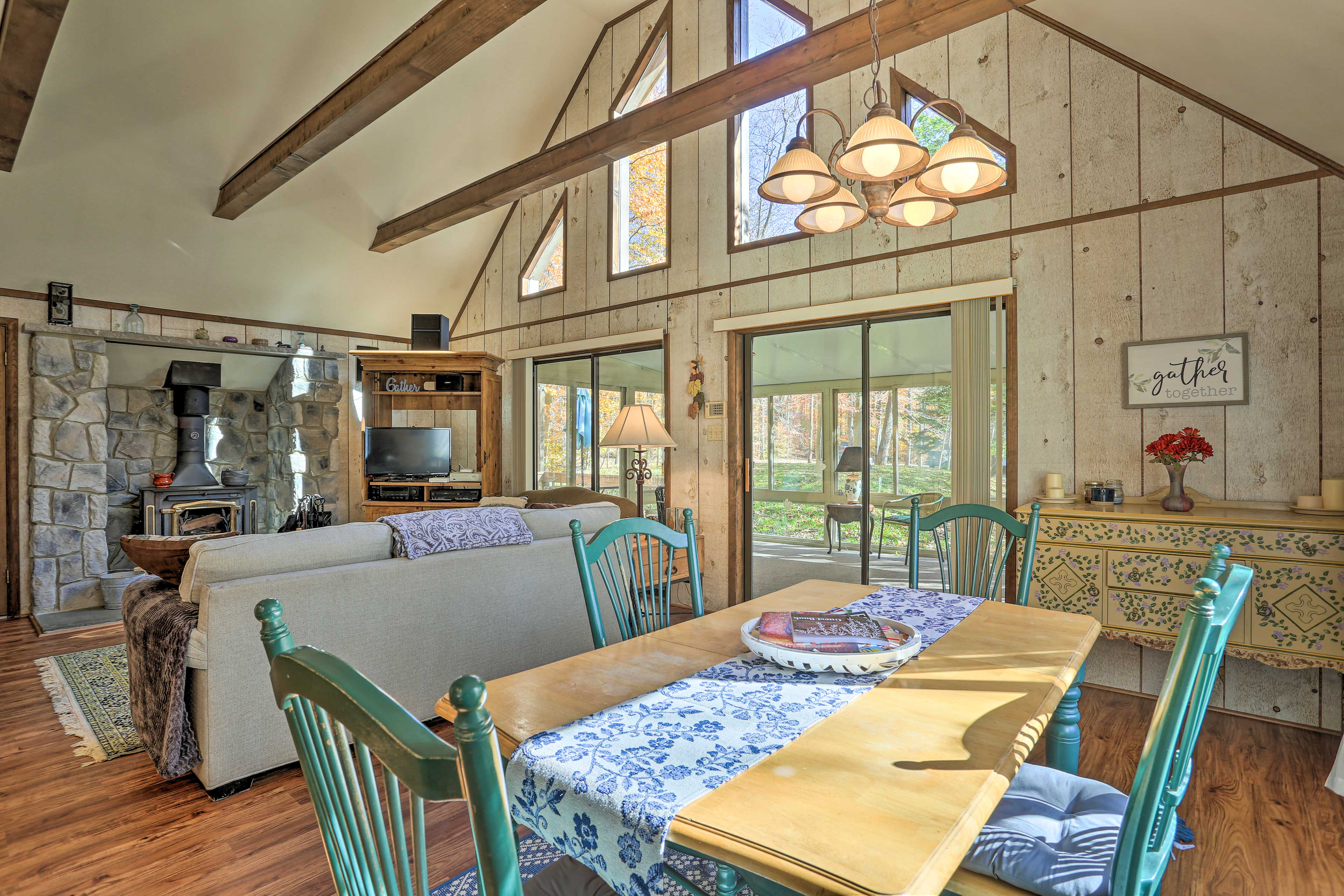 Delight in a home-cooked meal at the dining table or breakfast bar.