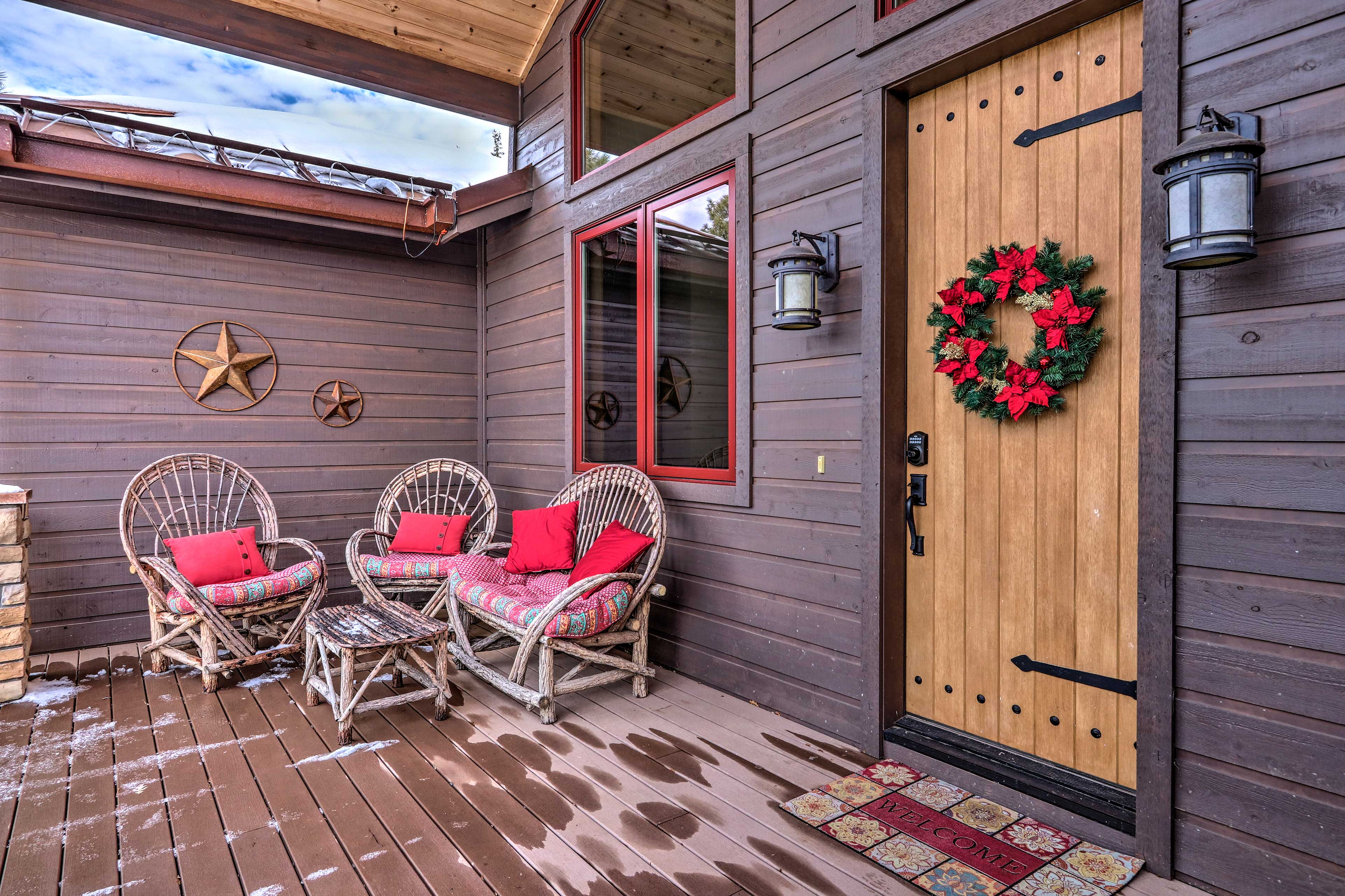 Welcome to your Show Low home-away-from-home!