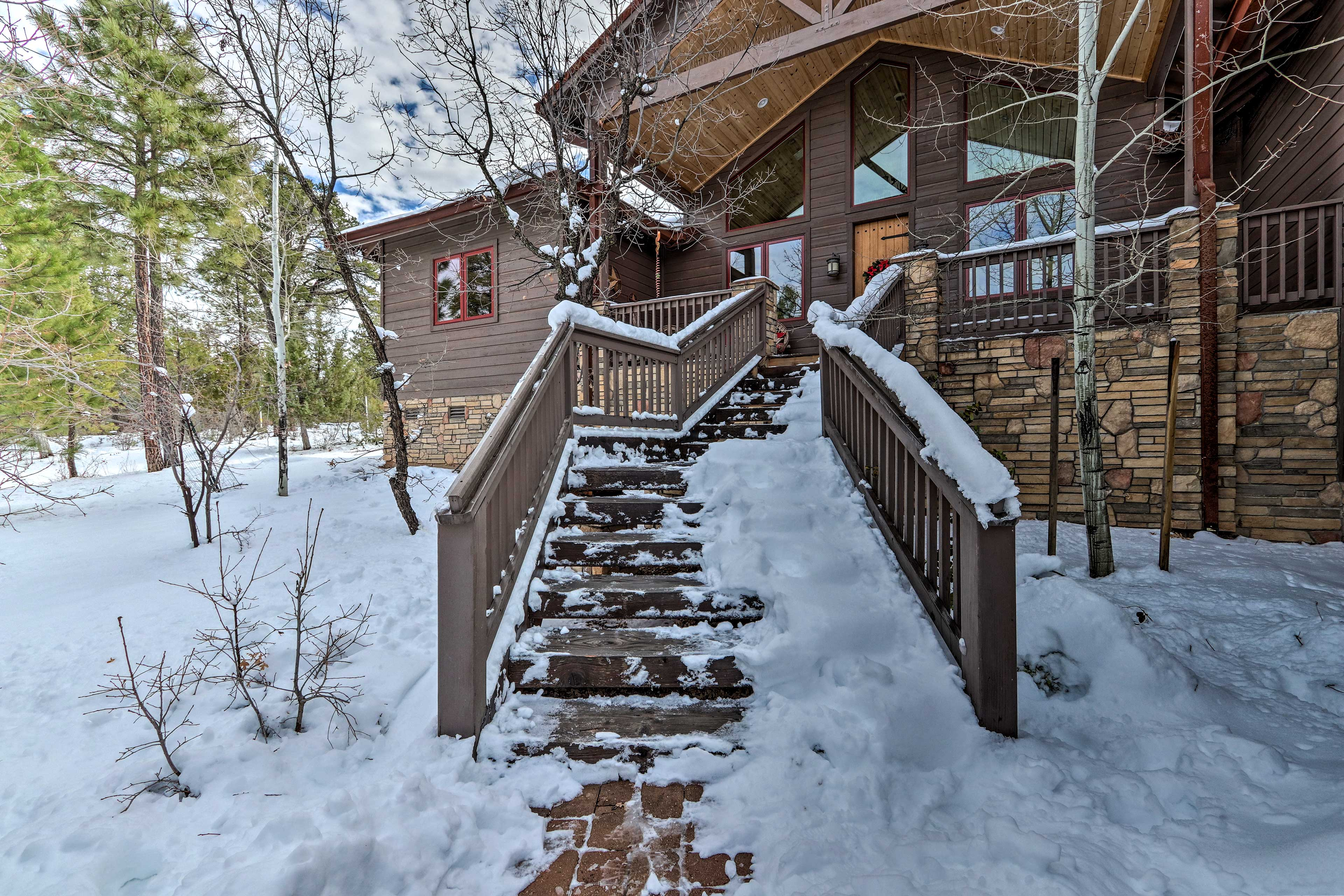 This home is an ideal getaway for any season!